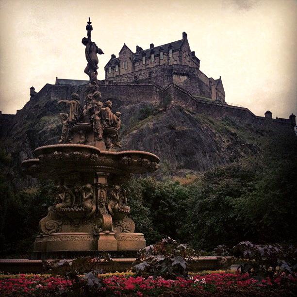 Edinburgh Castle Hill from Princes St Garden 2013