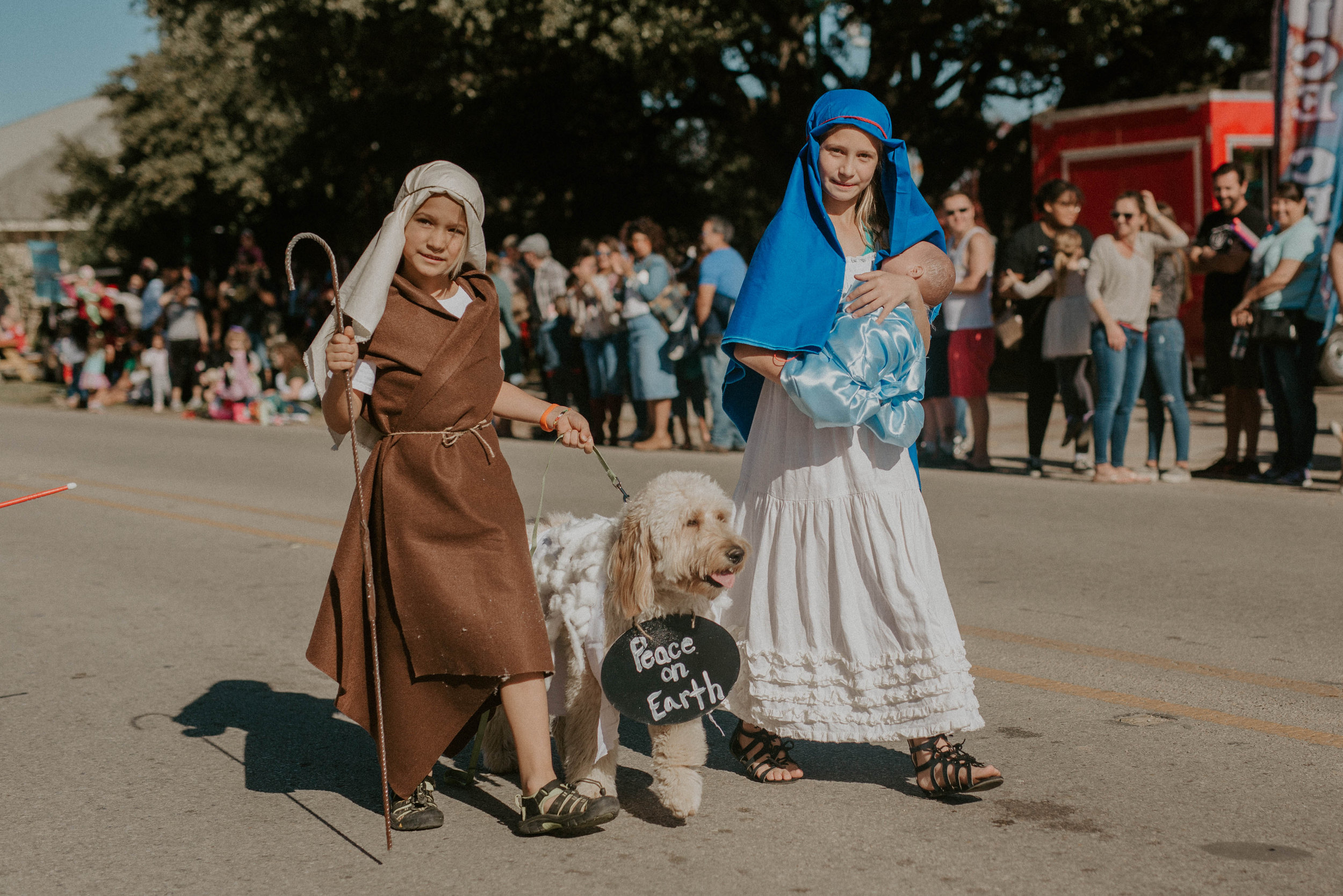 Reindog parade - Dogs from all around will gather to trot down the street in their best holiday costumes and outfits. The pet-parent of the most festive dog will win a prize! The Reindog Parade will take place on Sunday, December 8 at 2:00 p.m. to kick-off the festivities.