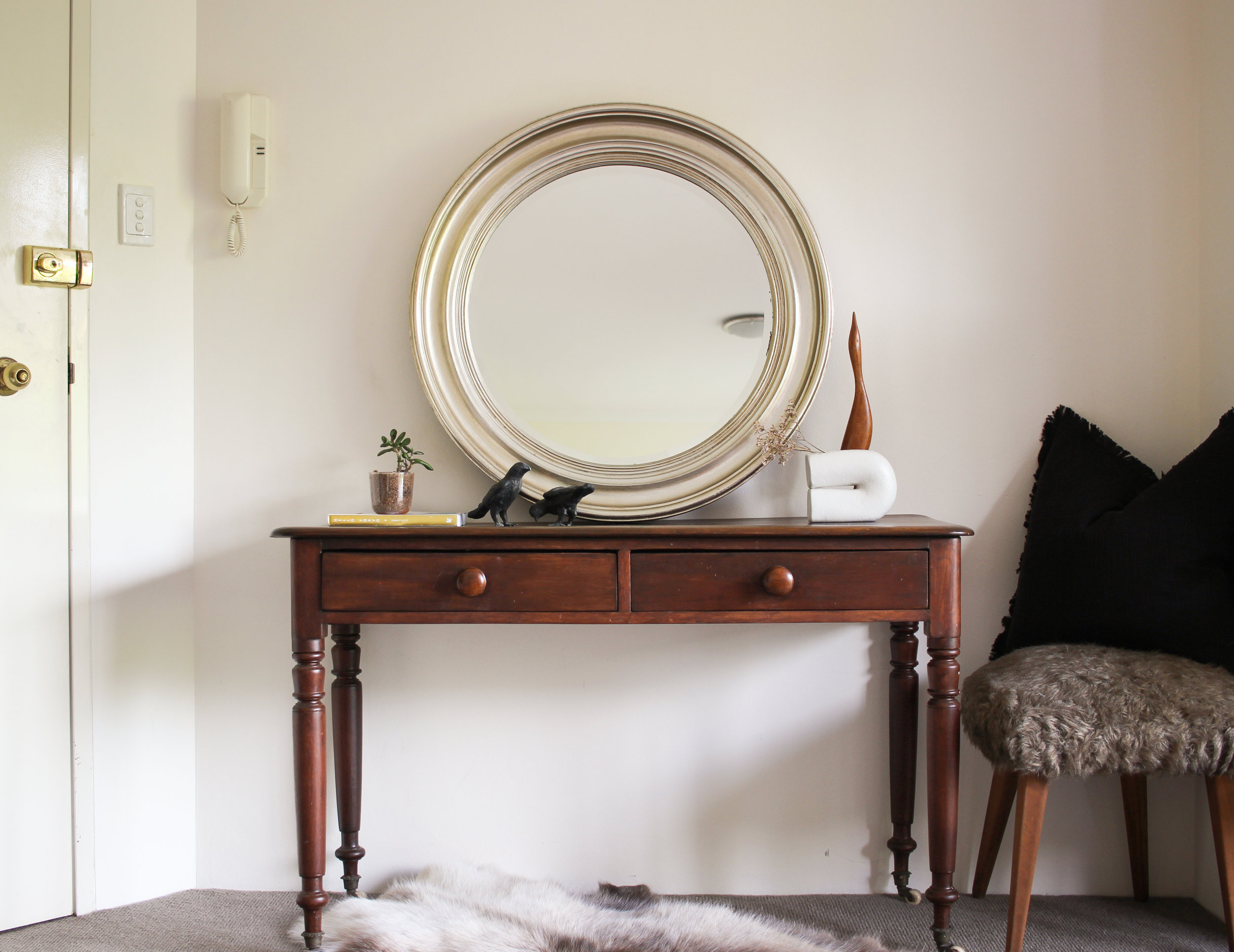 MOVING THIS TABLE NEAR THE FRONT DOOR & STYLING IT WITH A MIRROR & DECOR PIECES TRANSFORMED IT INTO A CONSOLE TABLE.
