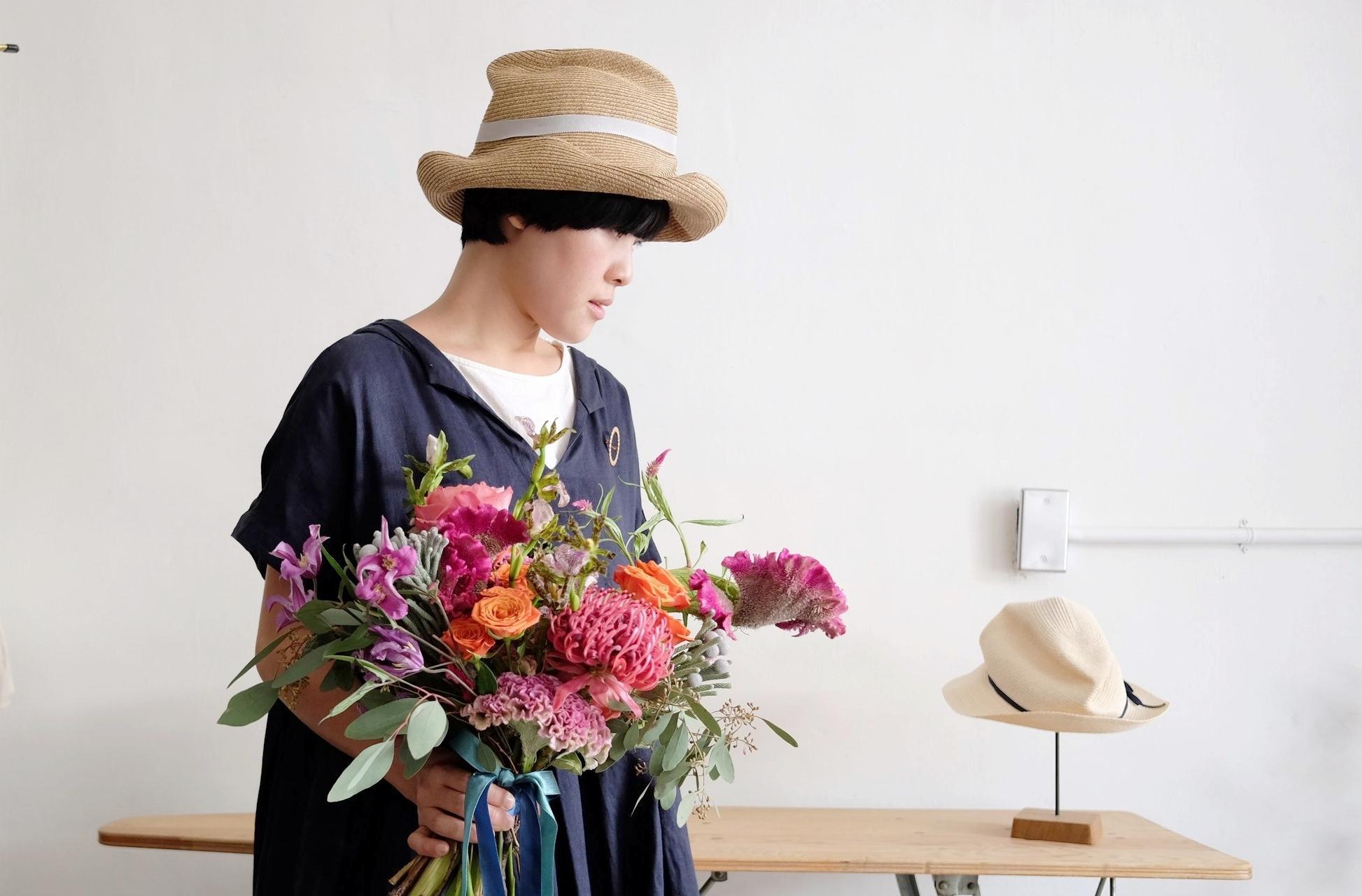 Wedding Flowers   還記得在八月時就收到了新娘好友的訊息,興奮地說要訂捧花送給好友,好幸福的新娘啊!有這麼用心的朋友為妳興奮,他們說妳是個時尚又有個性的新娘,明天是你和法國先生的重要日子,很開心麓能為你們設計捧花和胸花,希望把大家的心意和祝福都一起綁緊送給你們。