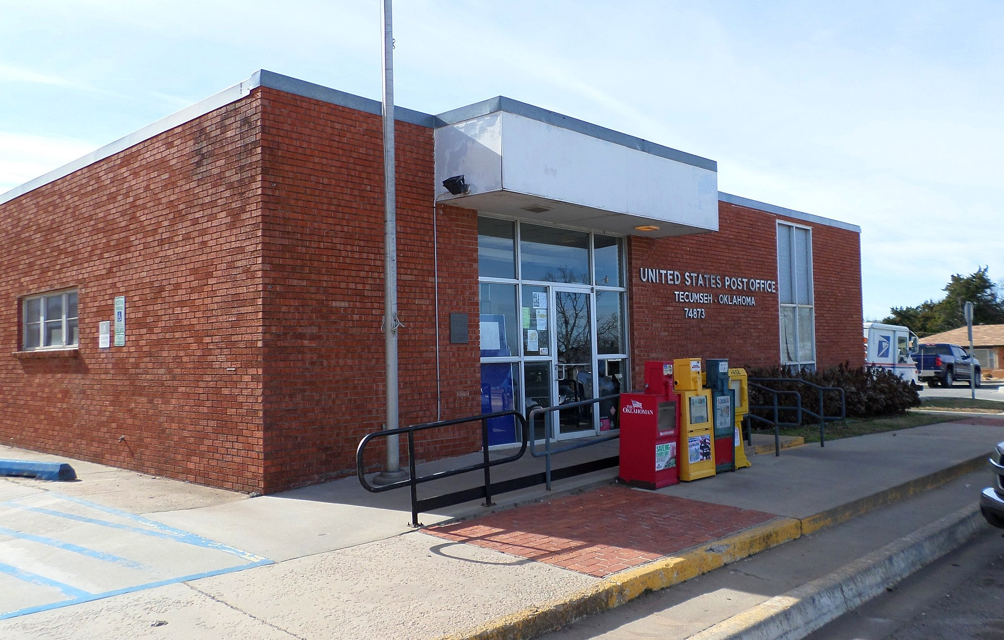 Tecumseh Post Office   By kennethaw88 (Own work) [CC BY 4.0 (http://creativecommons.org/licenses/by/4.0)], via Wikimedia Commons
