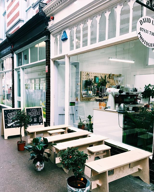 We have a slightly extended outside seating courtesy of our friends @blokcnc perfect for a busy Saturday! Open tomorrow 10:00-16:00 #hull #twogingerscoffee