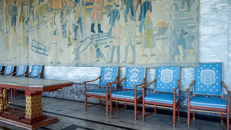 各個宴會廳之間的長廊都有大型畫作做裝飾