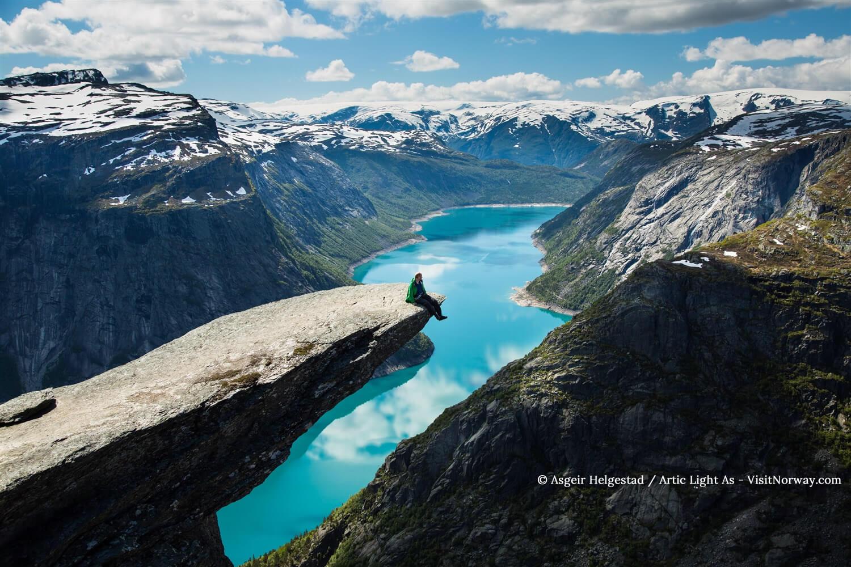 巨人之舌(圖片來源: Asgeir Helgestad/ Artic Light As - VisitNorway)