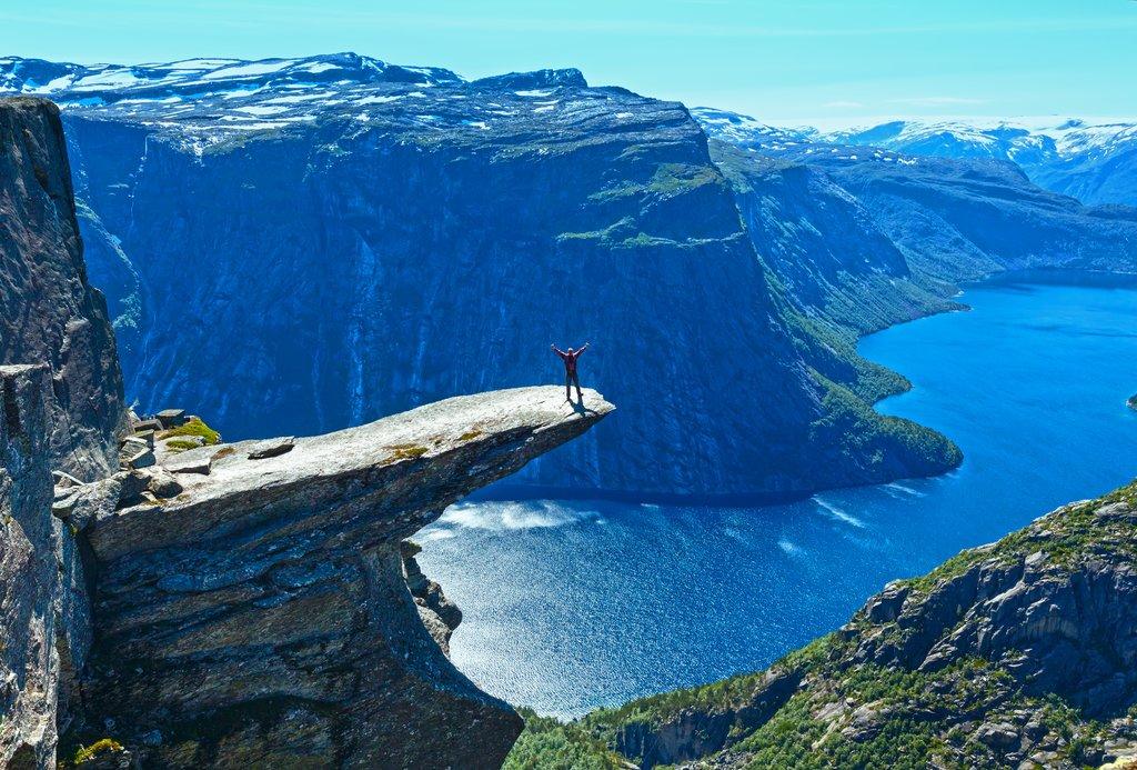 巨人之舌(圖片來源:https://www.popsugar.com/smart-living/photo-gallery/34753886/image/34787527/Trolltunga-Norway)