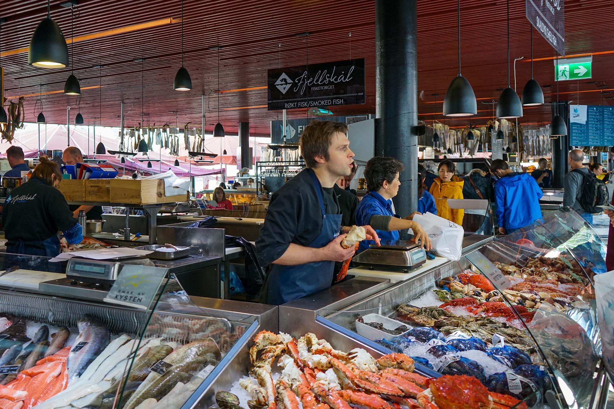市中心碼頭旁的魚市場,大概有10多個攤檔。販賣的海鮮非常新鮮,也提供即場堂食,但價格真不菲呀。