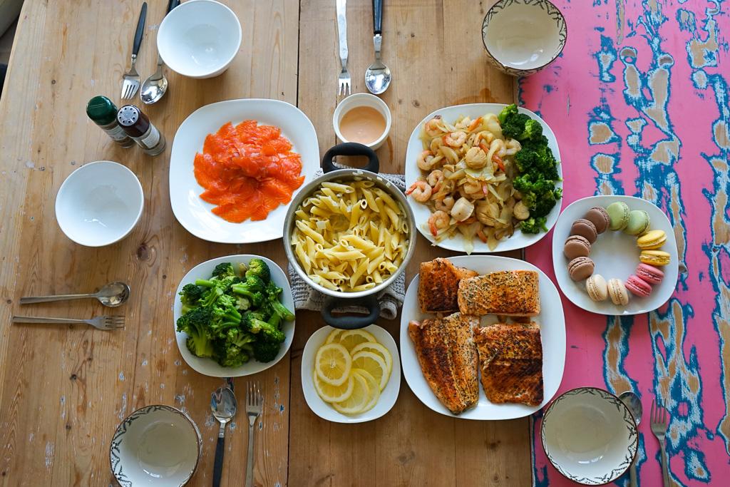 獻上bnb自煮的晚餐照,即便沒有光顧餐廳或街頭攤檔,我們也跑到超市買些地道食材回家炮製一番。這裡買三文魚真的非常便宜,份量還大得驚人!