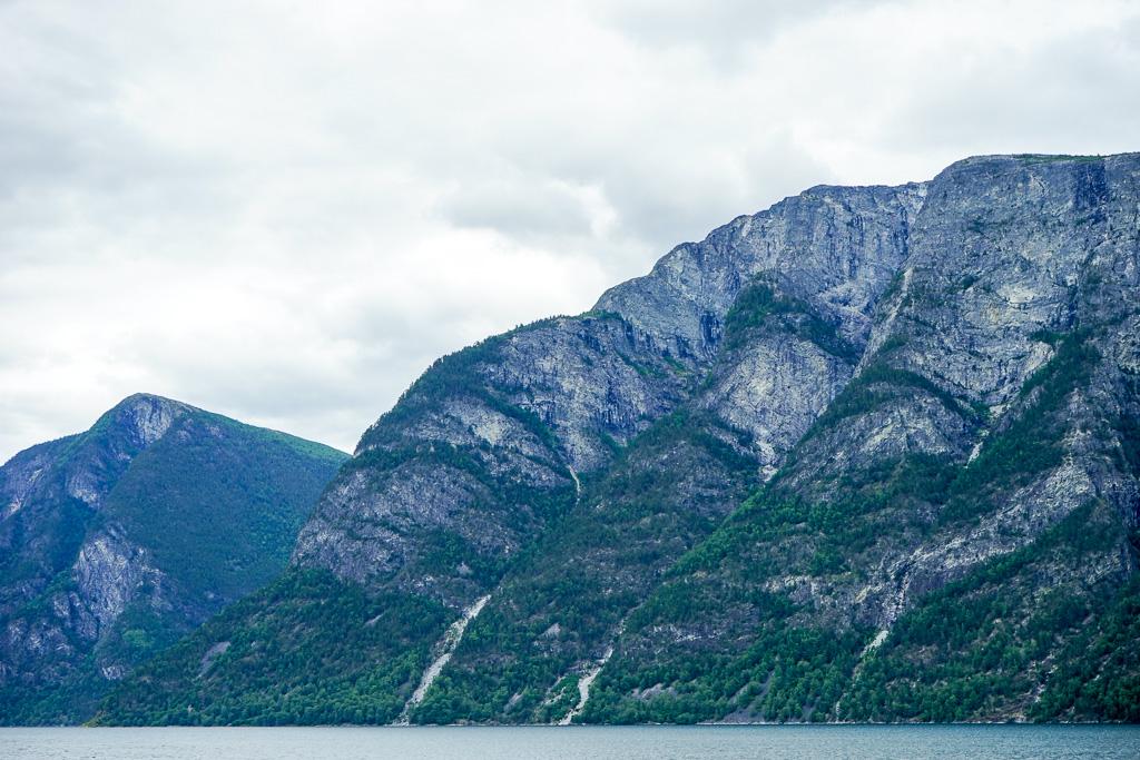 冰河侵蝕所切割成的特殊地形就是峽灣的原由,看到這裡,真的嘖嘖稱奇!