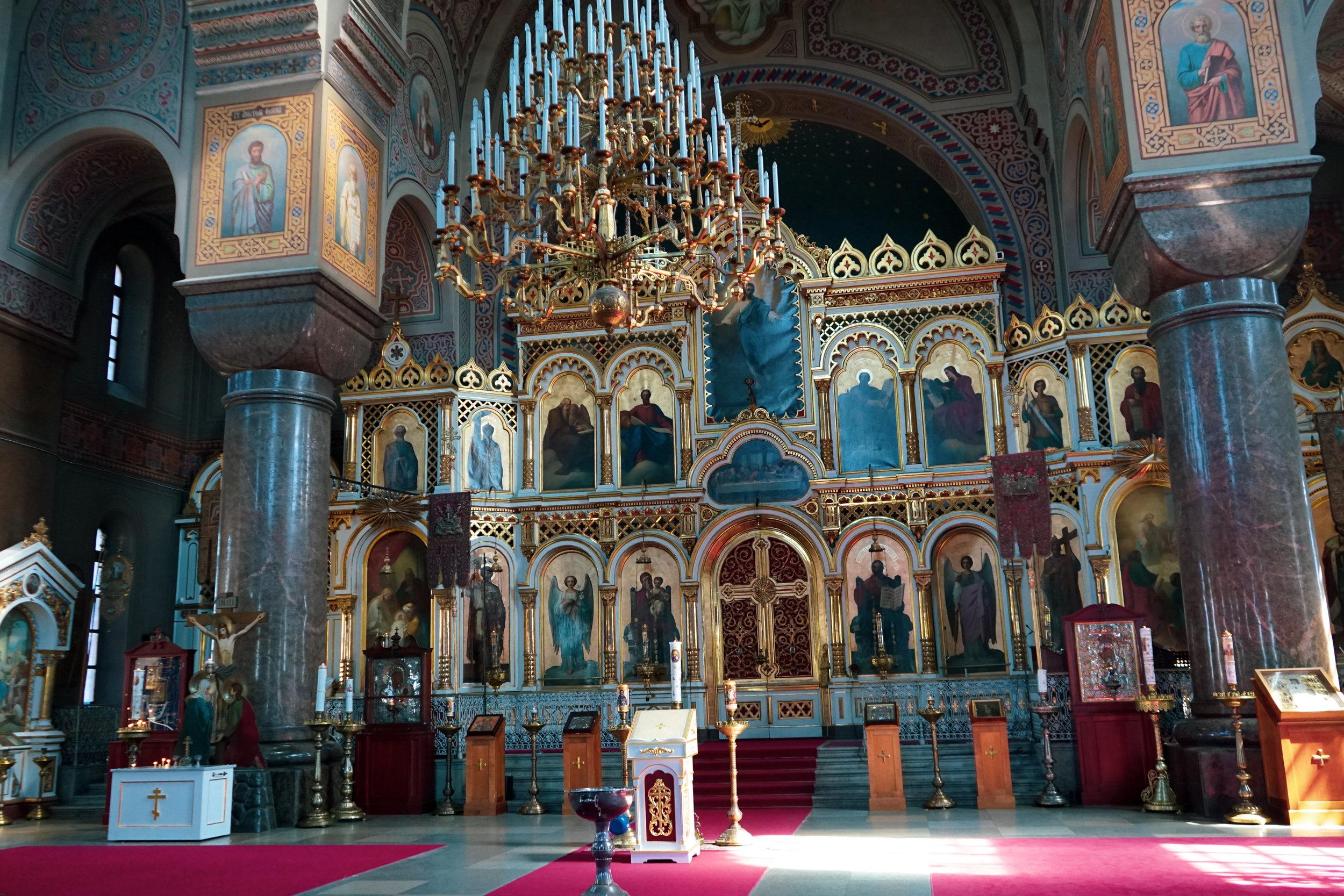 教堂內部最華麗的一面,鍍金的聖壇裝飾在日光照耀下更為金光閃閃。