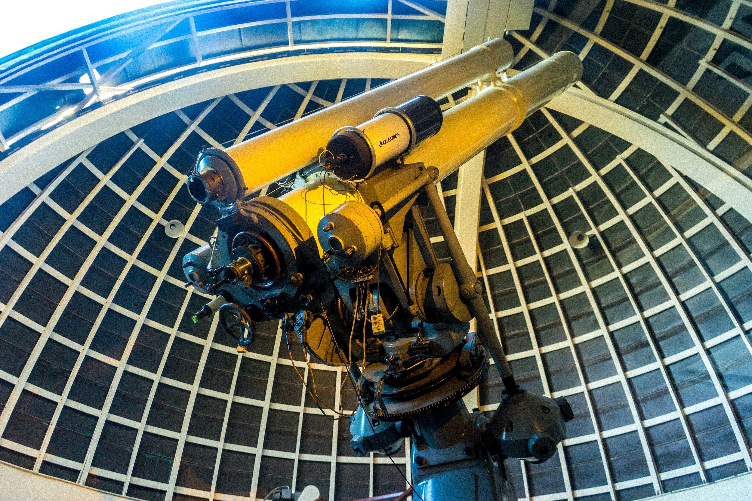 晚上的時候,就能夠利用12寸的巨型天文望遠鏡,探索遙遠的銀河太空!