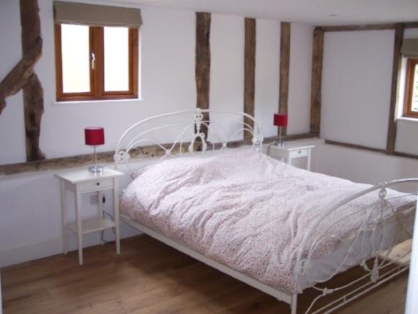 Grange-barn-bedroom.JPG