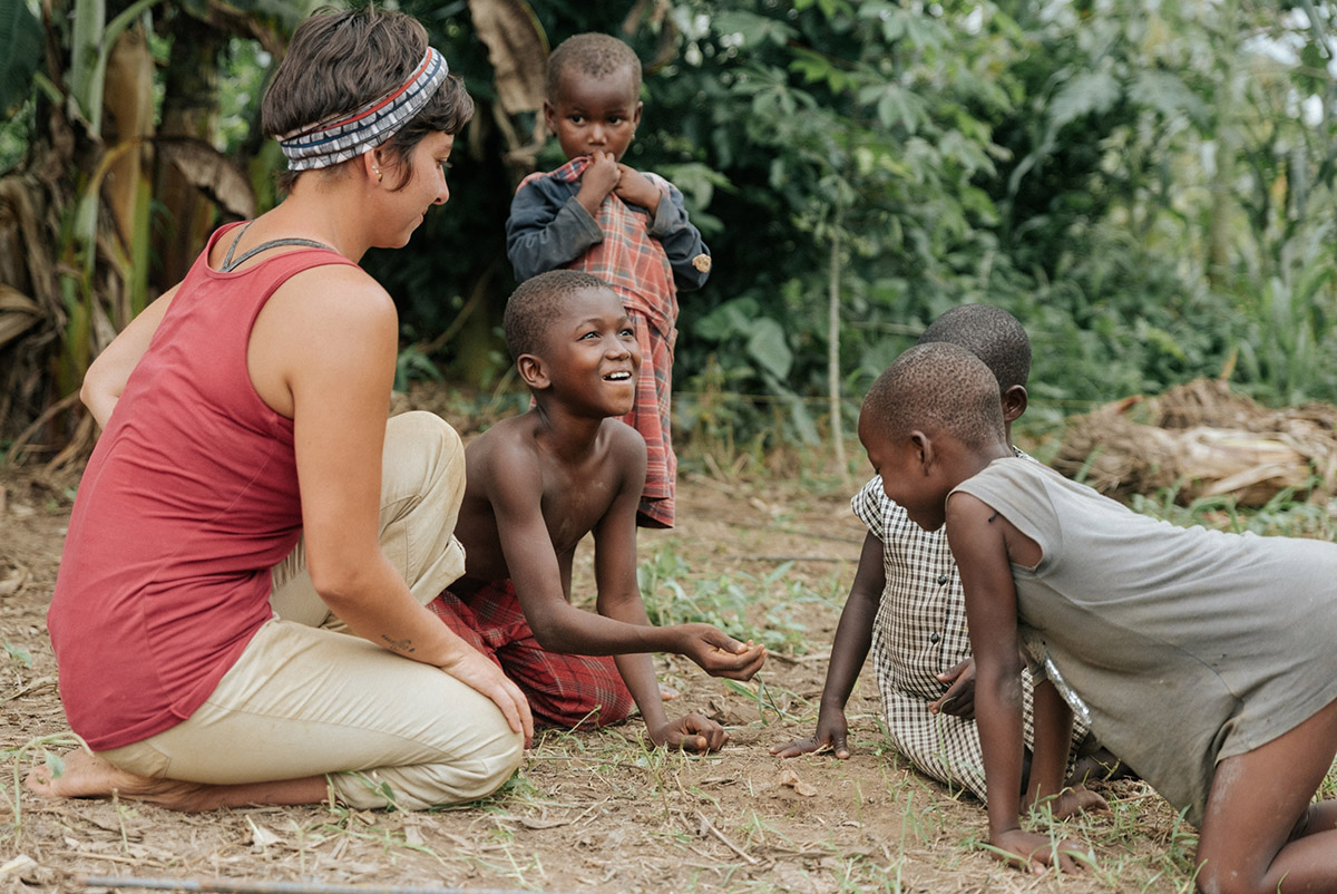 Alumna Nicole Rivera with children of Yeboakrom.  Photo by Tiffany Ortega