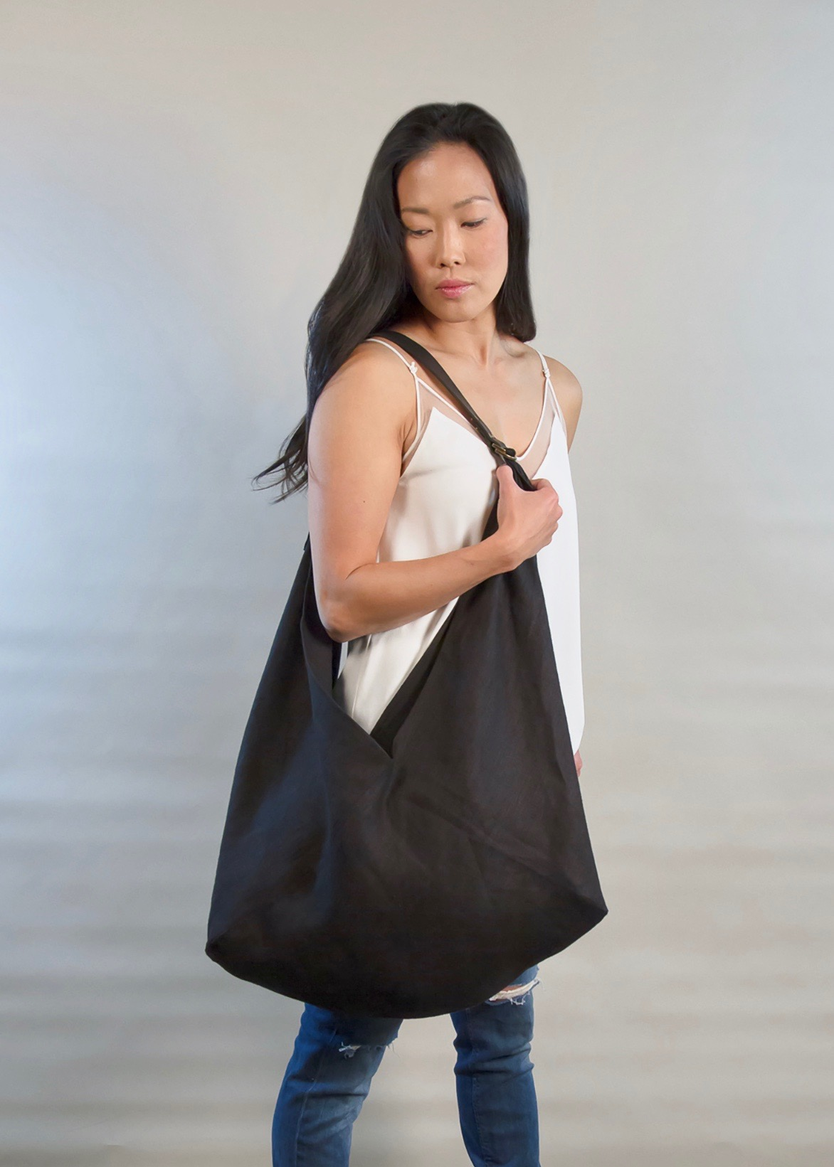 - LARGE LINEN BAG IN BLACK W/ ORIGINAL HANDLE IN BLACK