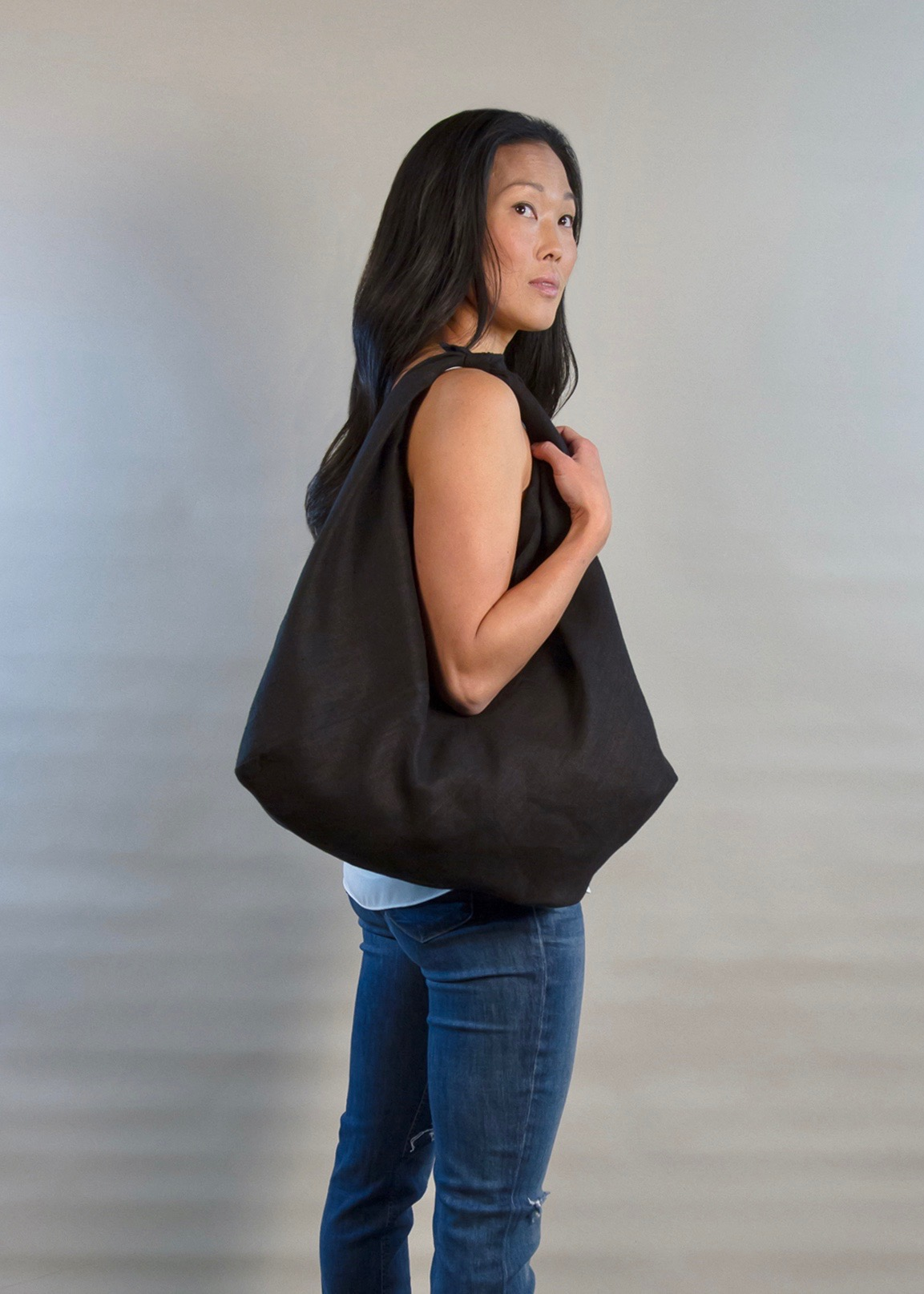 - LARGE LINEN BAG IN BLACK