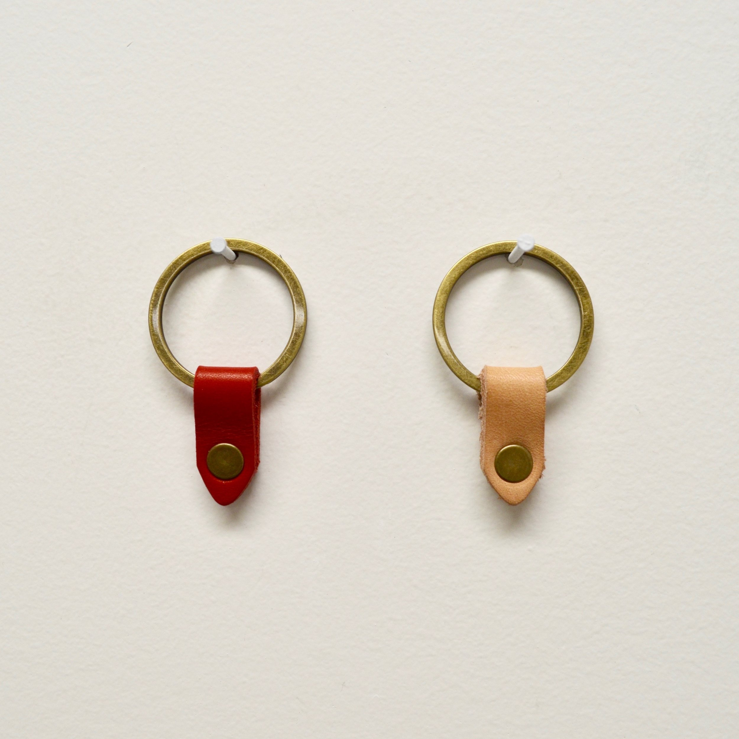 - LEATHER TAB KEYRING IN LIMITED EDITION RED & LIMITED EDITION NATURAL TAN