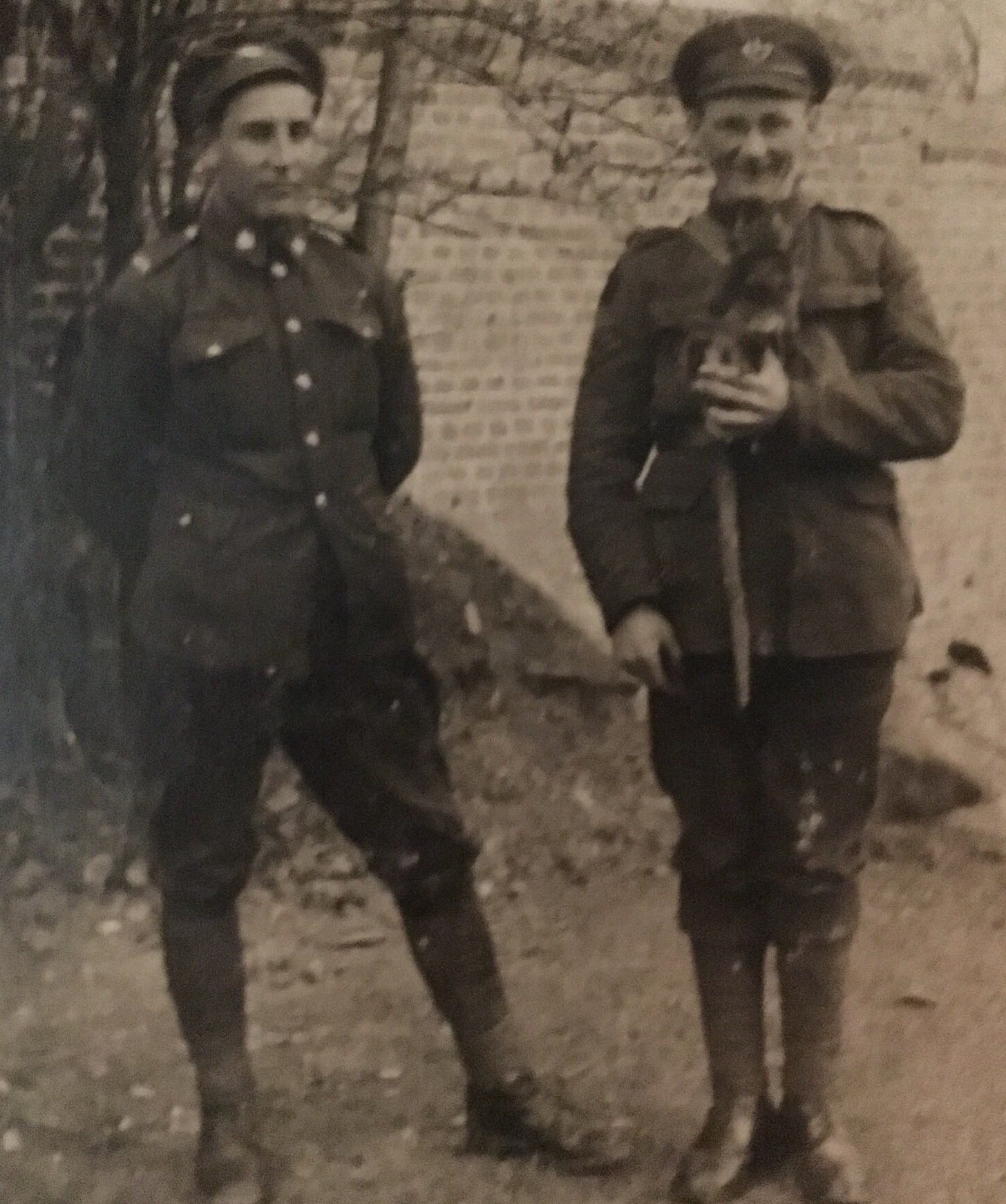 Unnamed soldier and Private Upritchard with Wickey