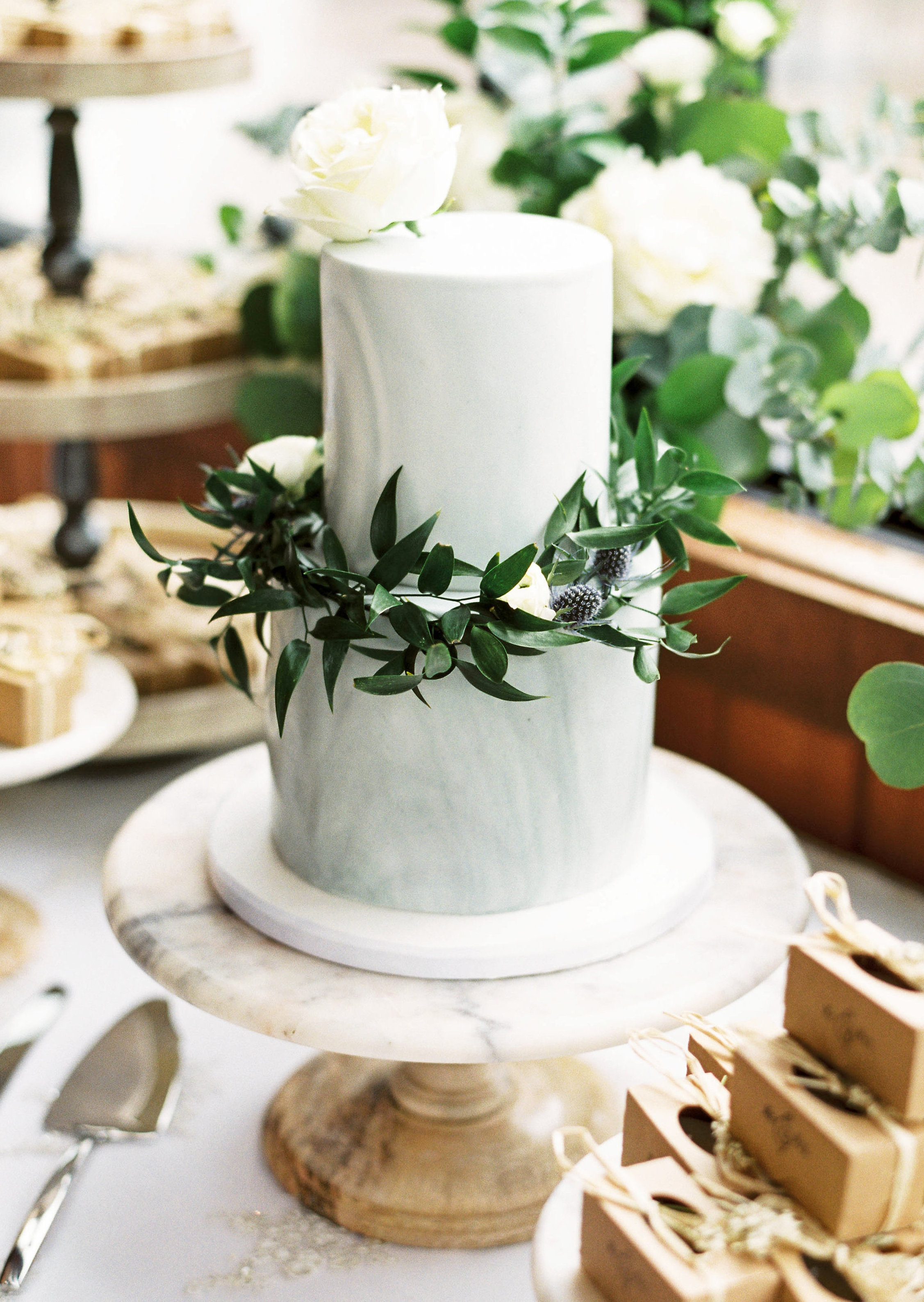 RentedGatherings_LuxuryDecorRental_CakeStand