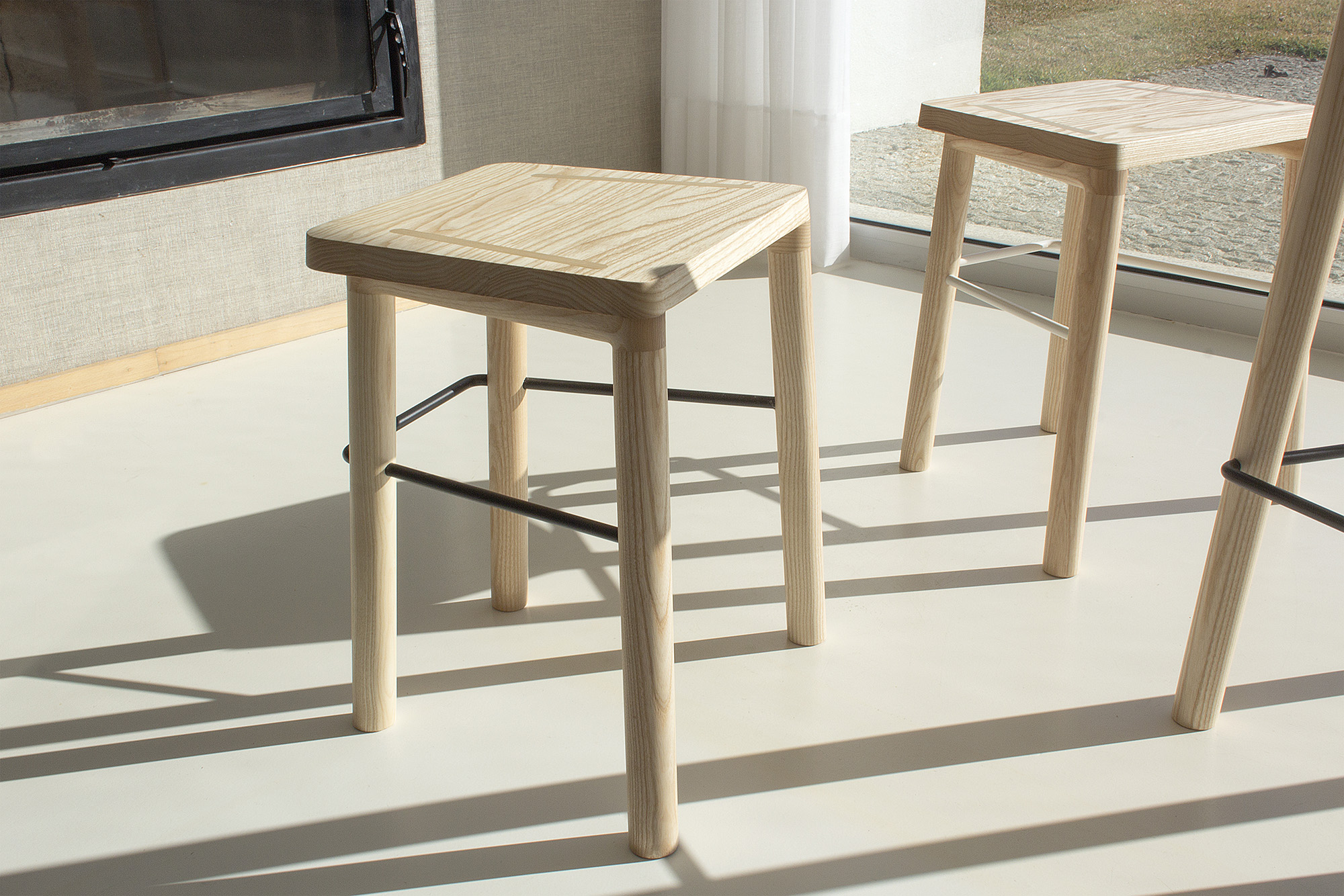 low-Galula-taberna-low-stool-amb-ash-2.jpg
