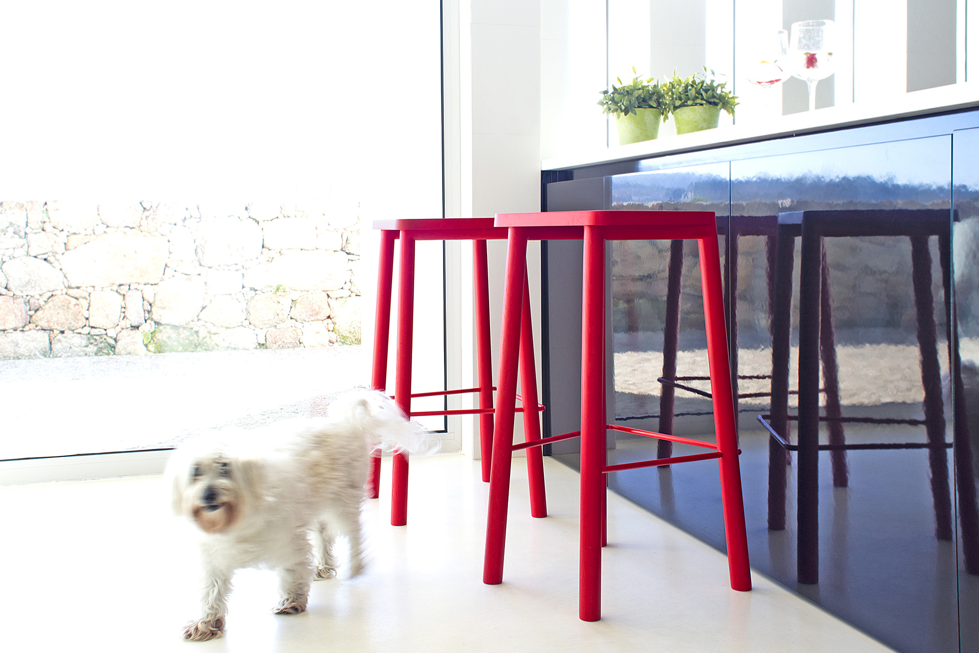 low-Galula-taberna-bar-stool-amb-red-1.jpg