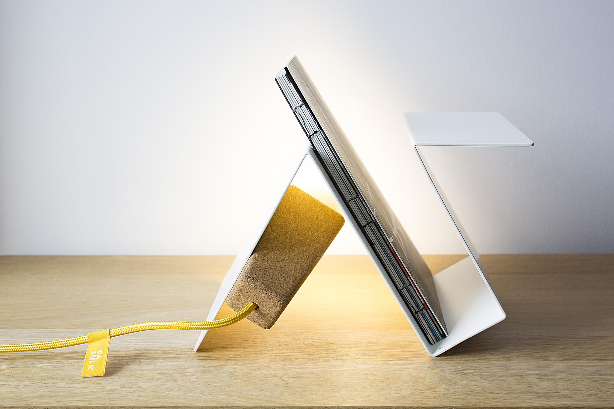 low-Galula-Glint-3-lamp-white-yellow-amb.jpg