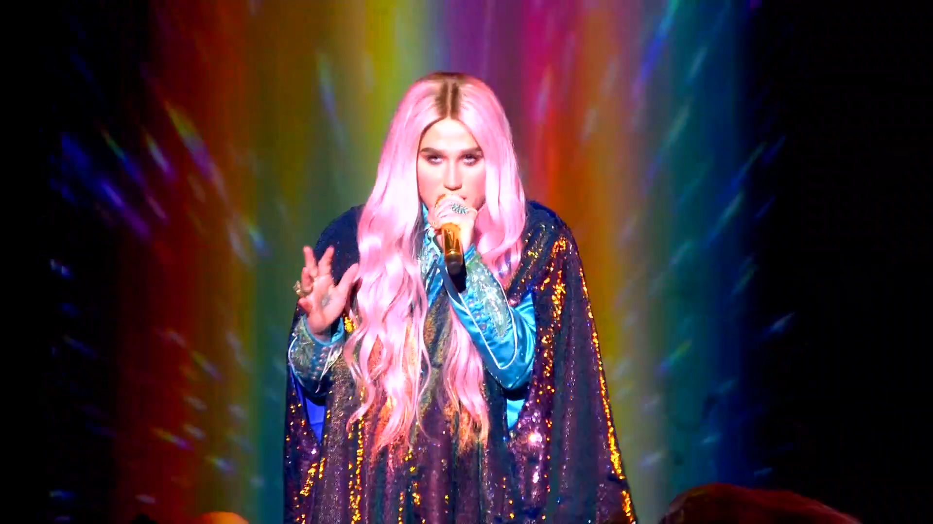 Kesha Performs 'Learn To Let Go'   MTV EMAs 2017   Live Performance - YouTube.00_00_28_05.Still002.png