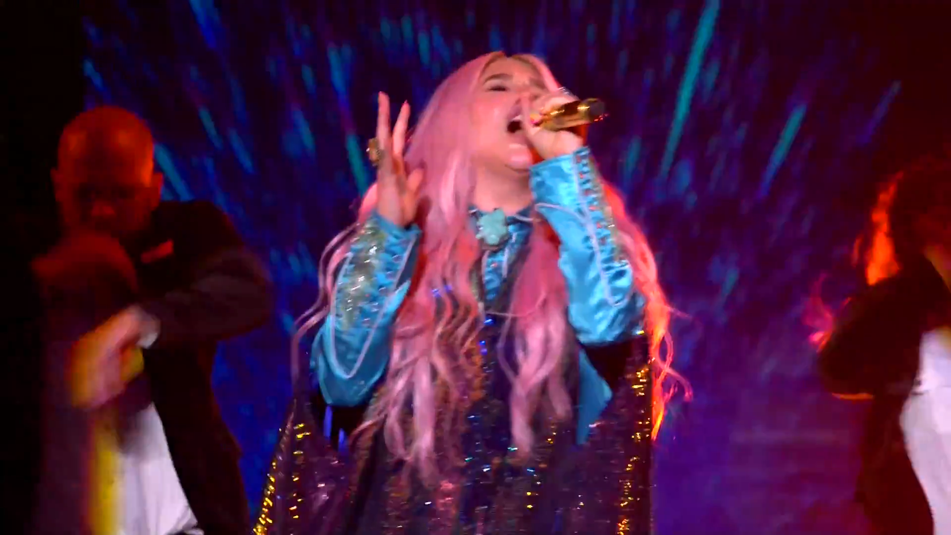 Kesha Performs 'Learn To Let Go'   MTV EMAs 2017   Live Performance - YouTube.00_01_56_06.Still009.png