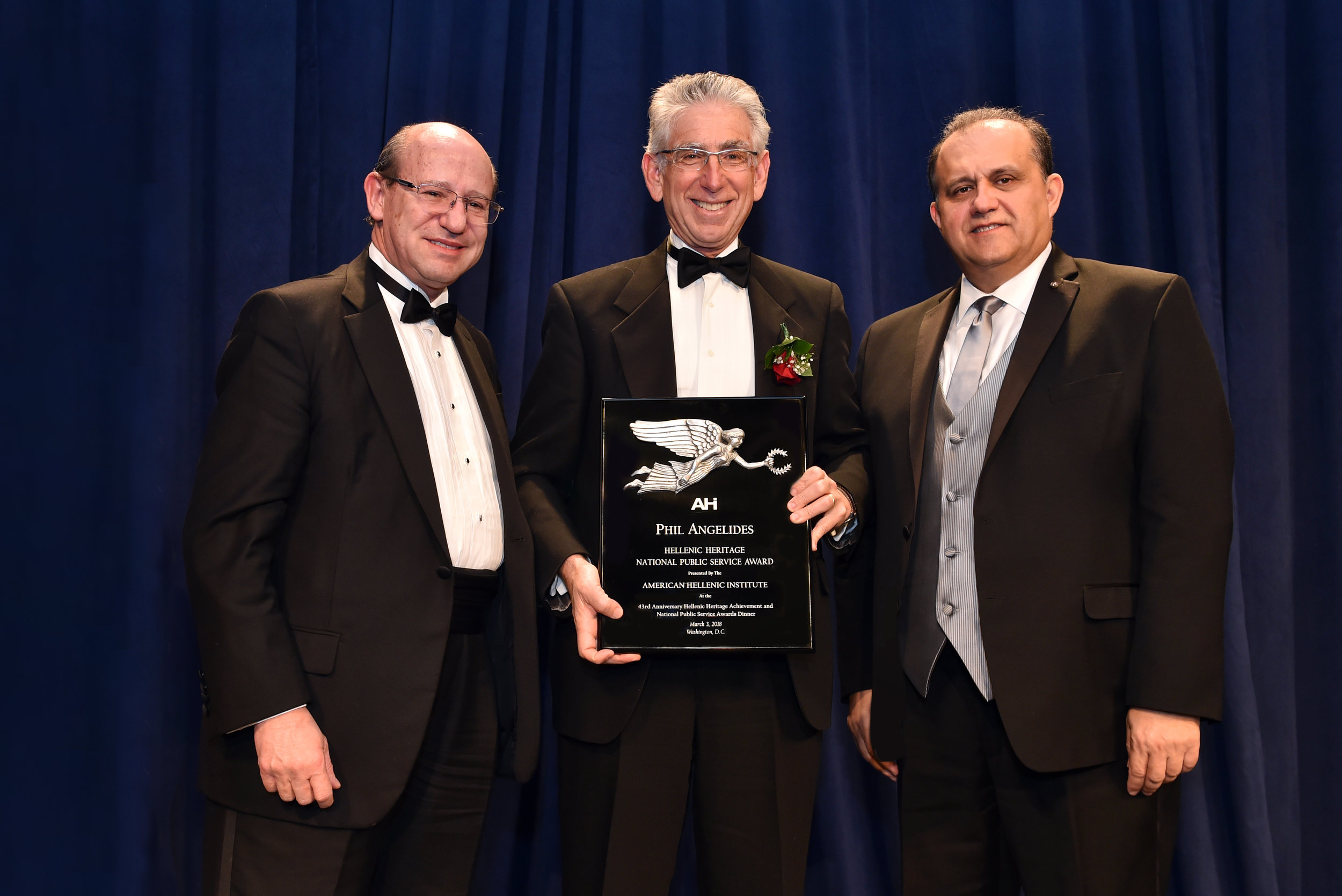 Phil Angelides receives the AHI Hellenic Heritage National Public Service Award.