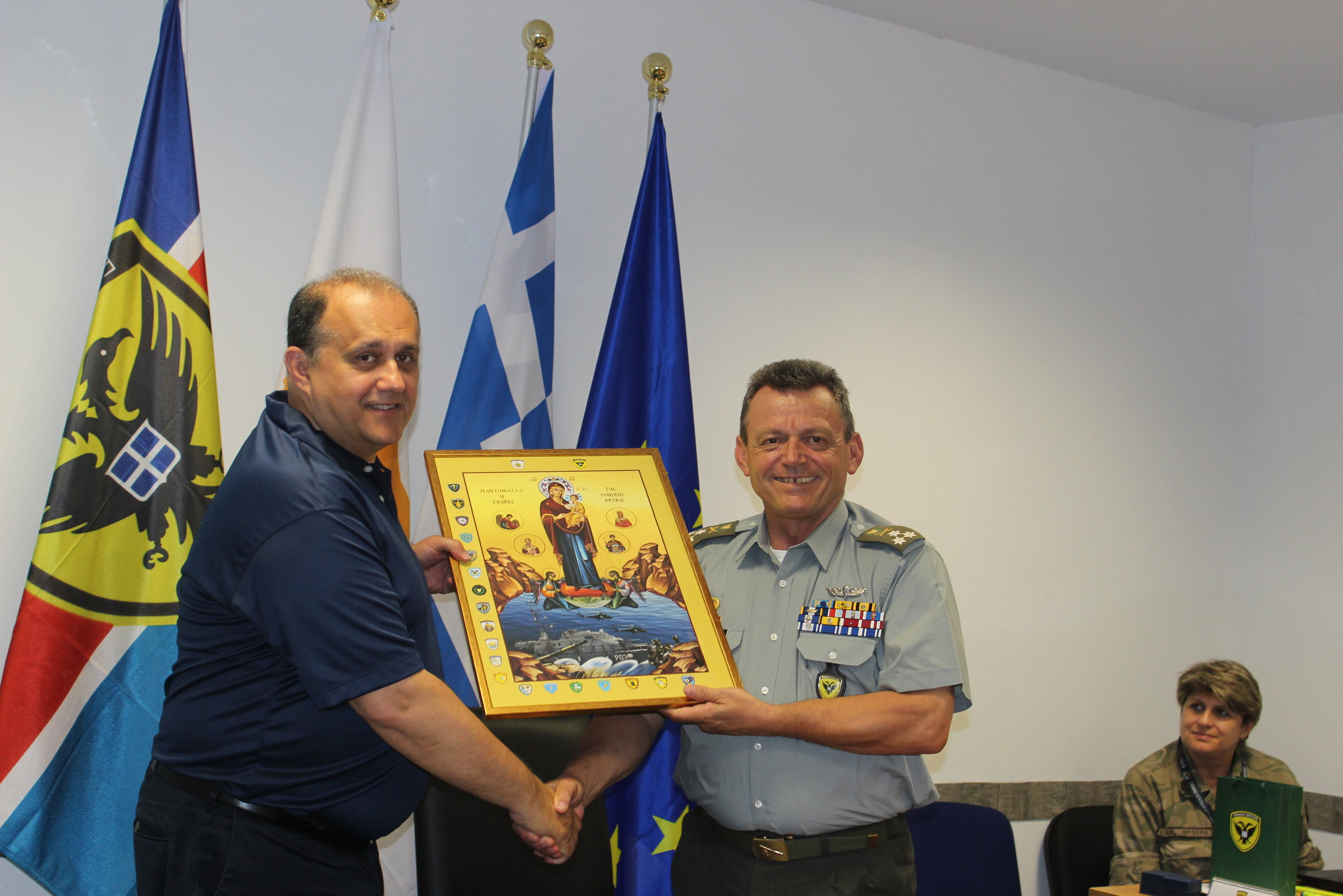 Lt. General Leontaris presents Nick Larigakis with an icon.