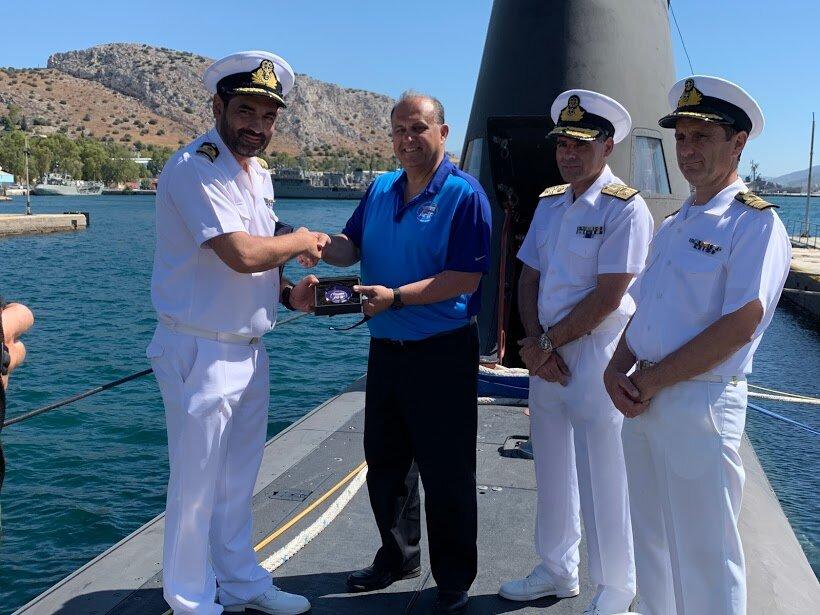 "AHI President presenting commemorative memento to the commander of the submarine ""Katsonis"" at Salamis Naval Base"