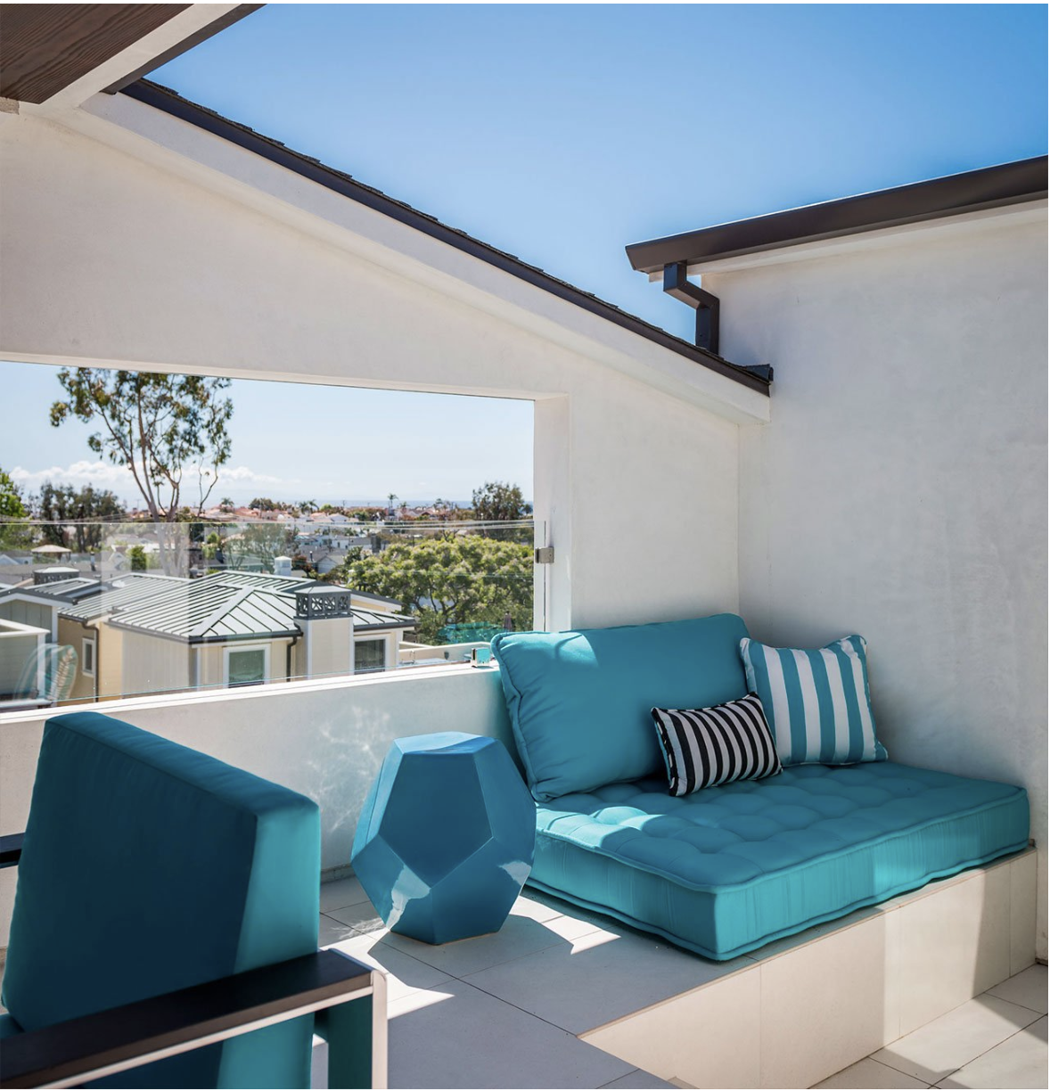 Interior designer  Rachel Horn  is a frequent specifier of Seasonal Living's indoor outdoor furniture.Here, she used the GEO Table in turquoise blue.