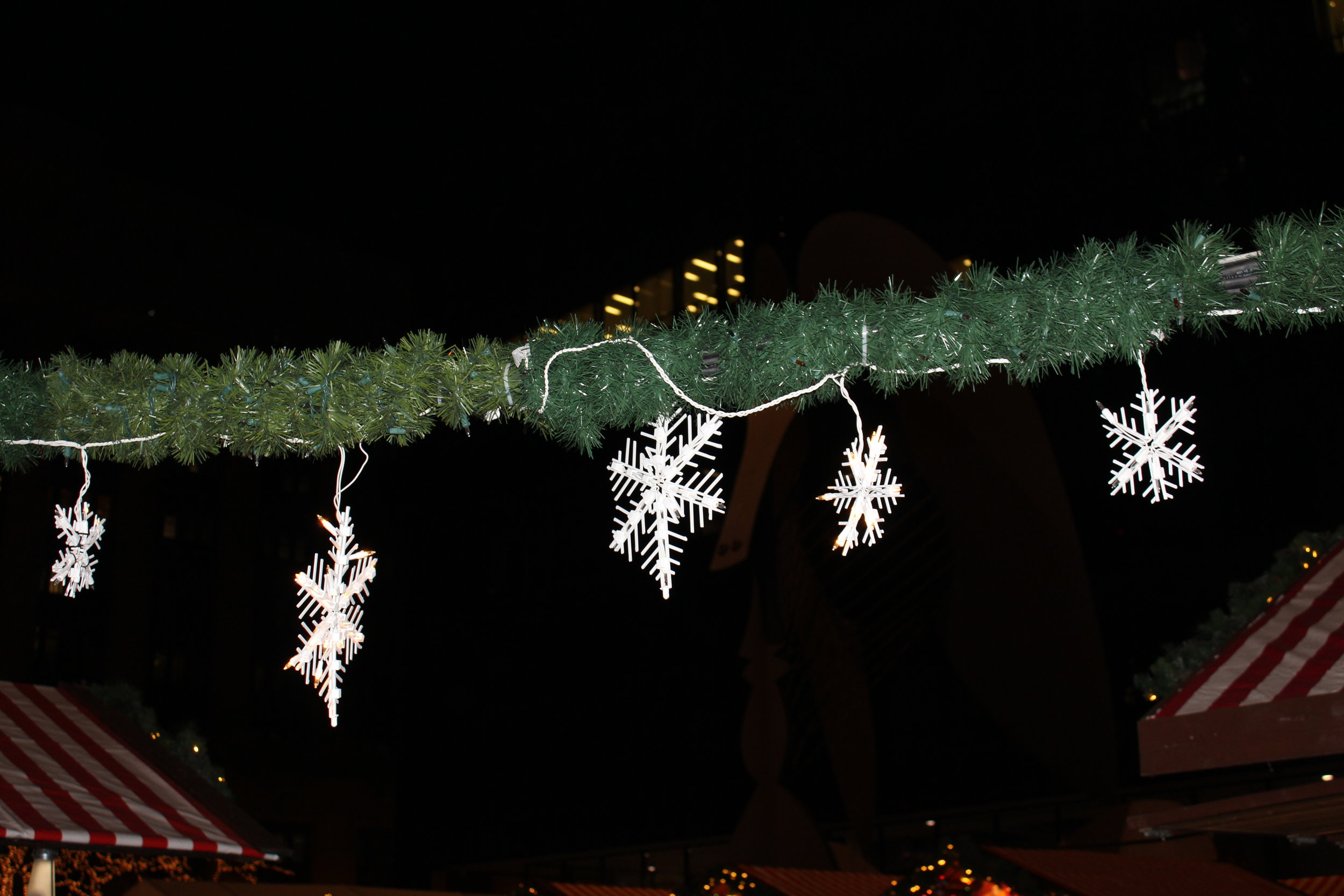 Flaking snow flakes at Christkindl.