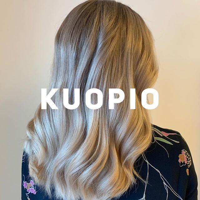 Alkuviikosta hurahti päivä Kuopiossa. Kiitos kaikille osallistujille, päivä meni super nopeaan teidän kanssa vaikka työtä oli paljon 👏🏻🥳 Kiitos myös ihanalle assarille @hairby_annemari 🖤🥰 Kommentoikaas työnne nro nii pääsen tägäileen! 🤩 #fourreasonsfinland #modernblondesbyelisa #educationbyelisa