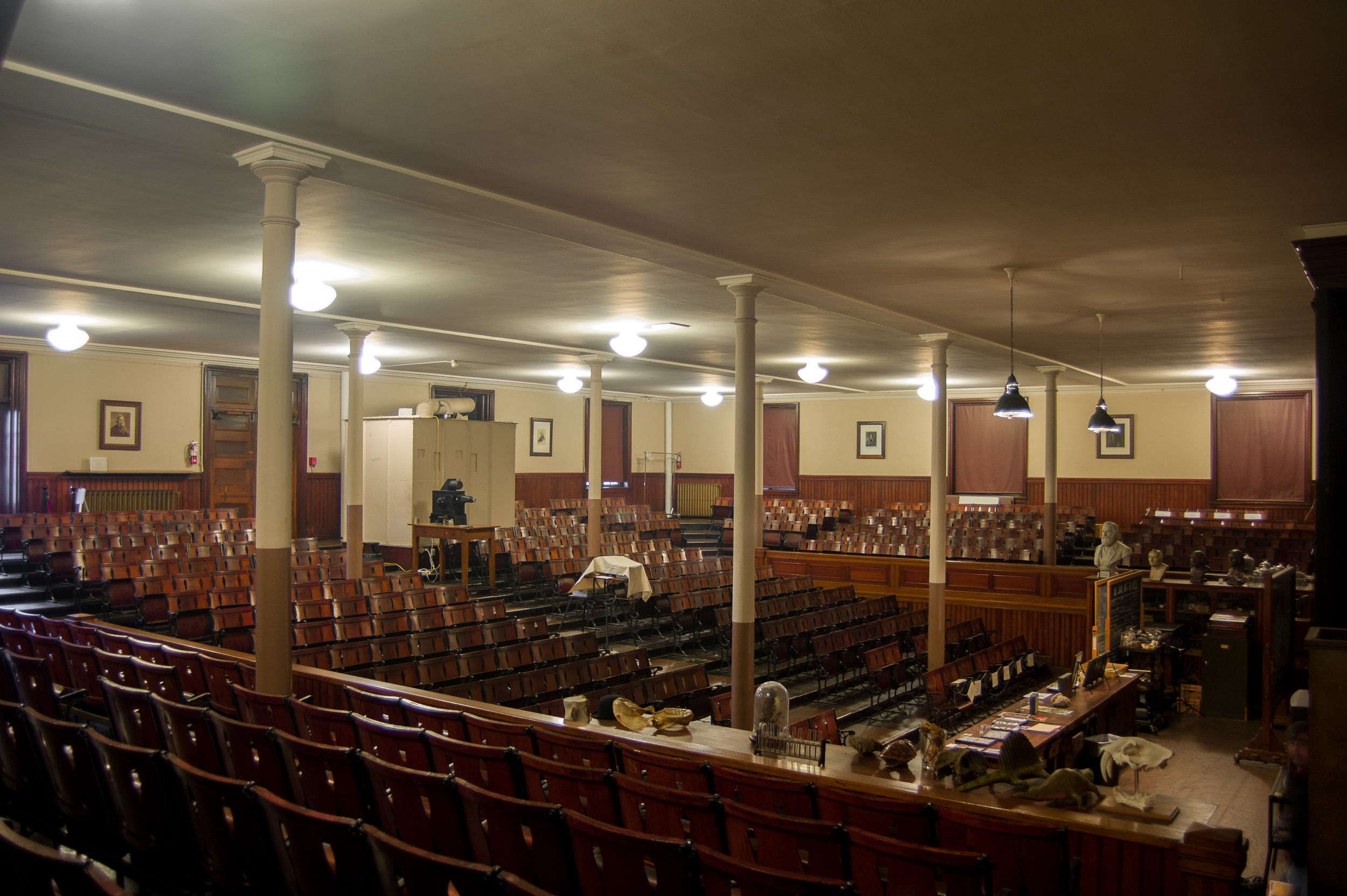Overall_view_of_auditorium-01