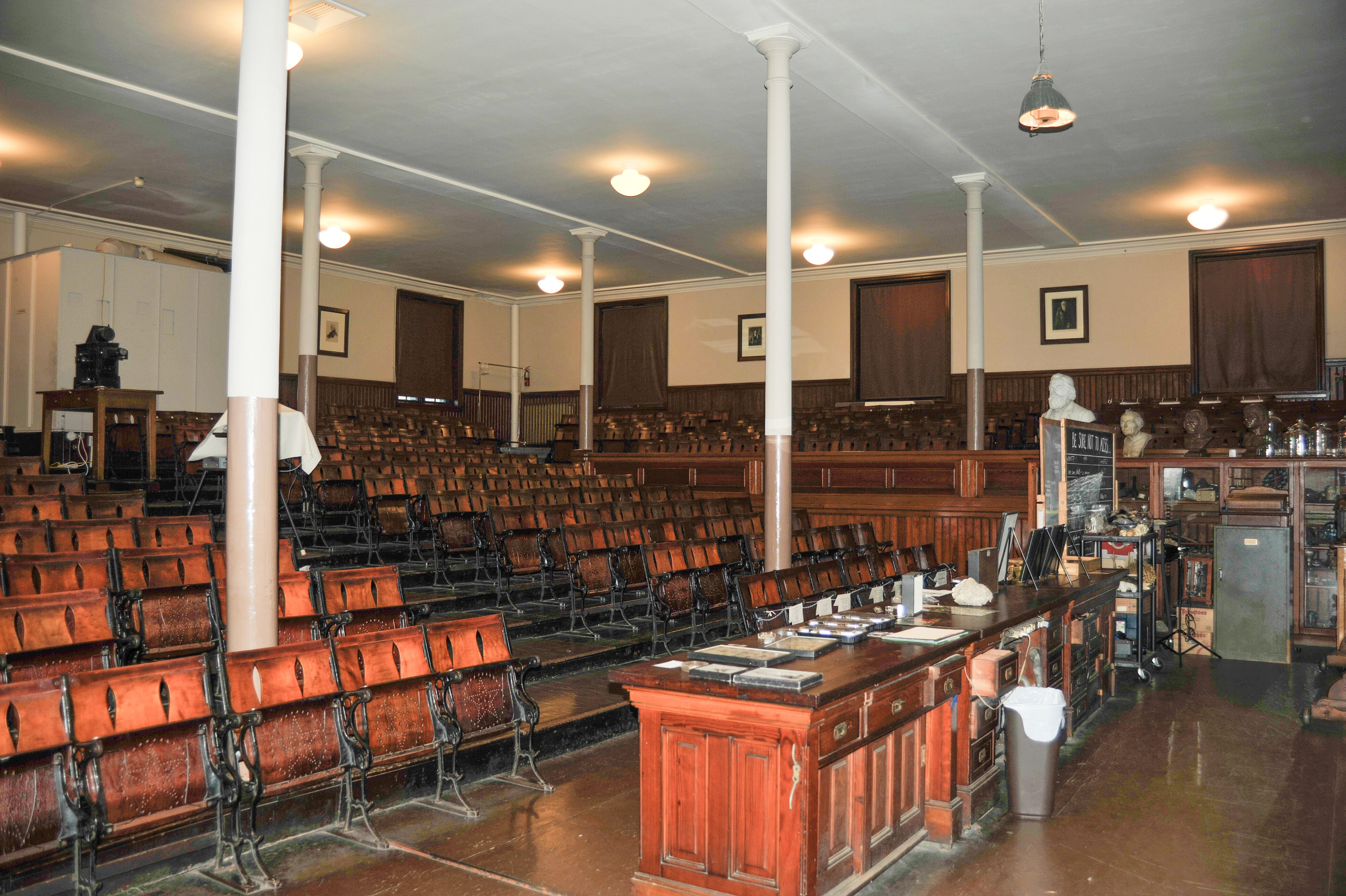 Overall_view_of_auditorium-02