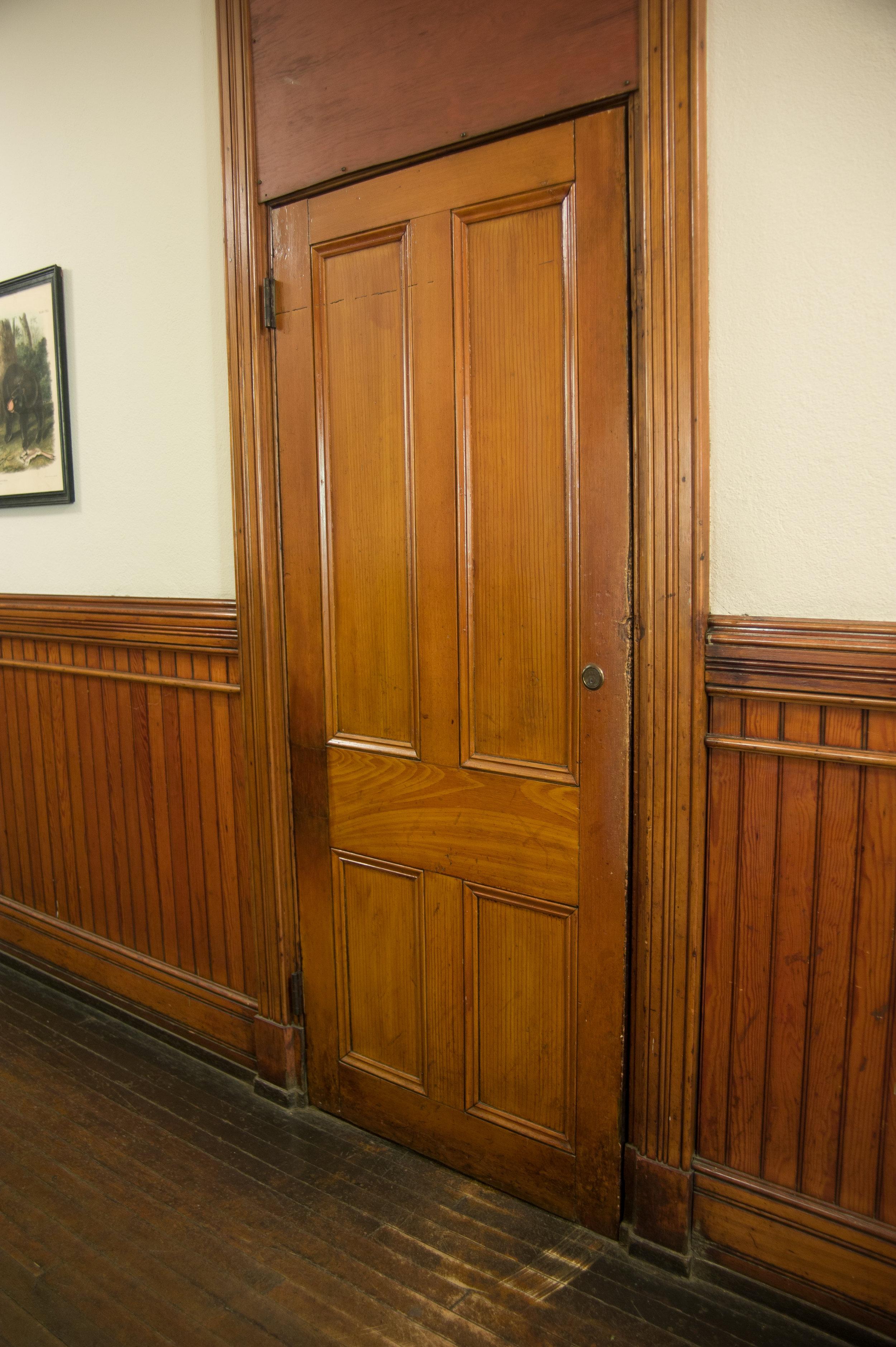 Original_grain_painted_door-01