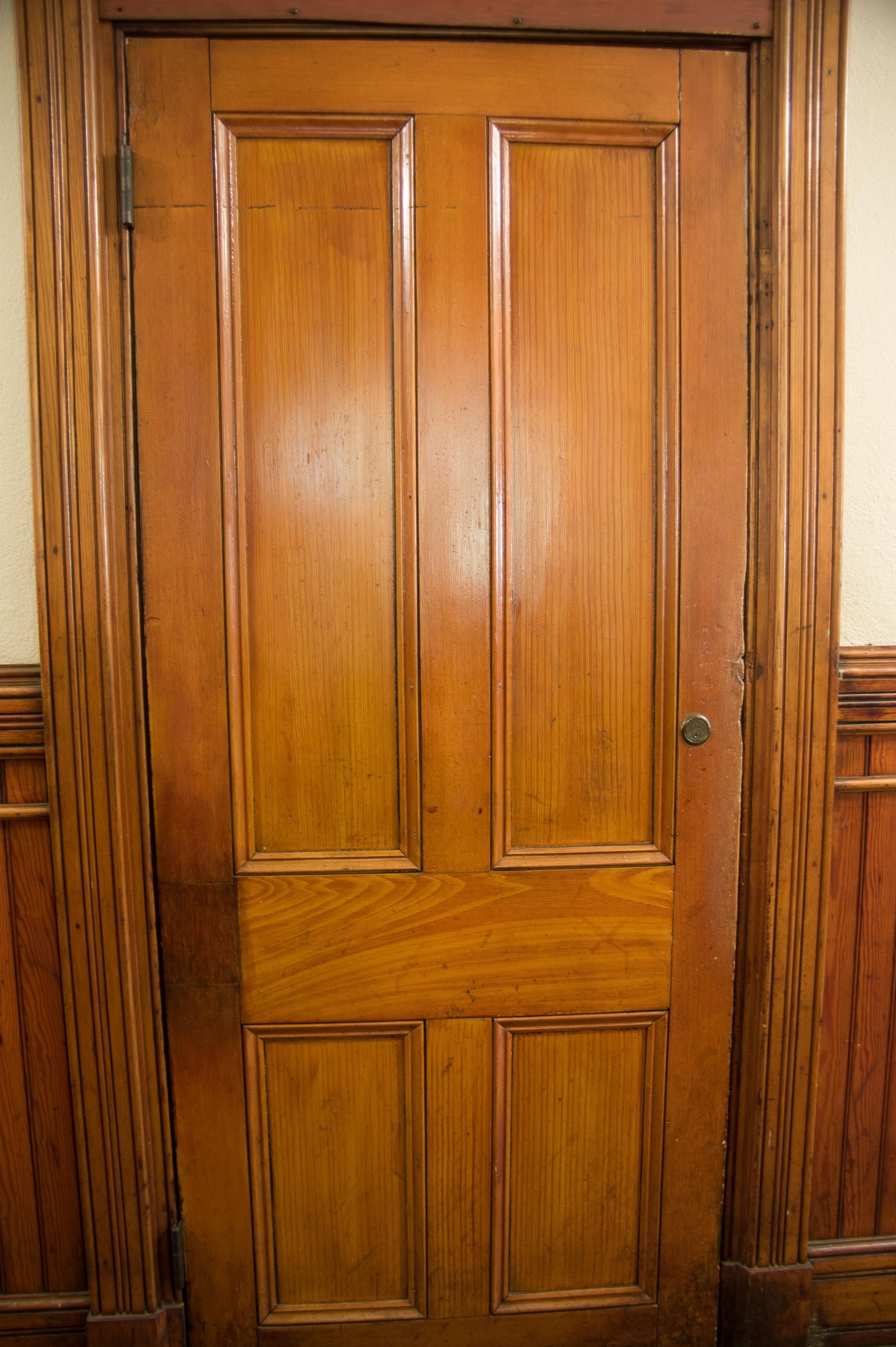 Original_grain_painted_door-02