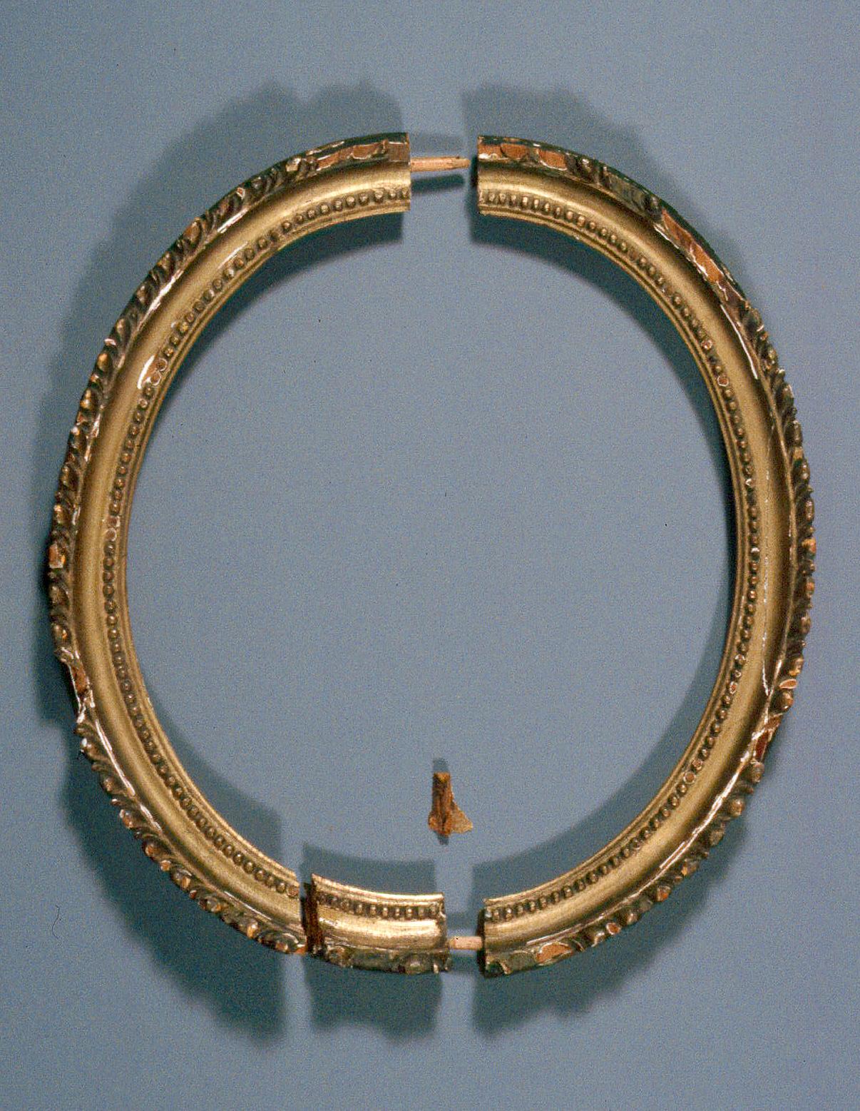 Oval_gilded_frame-01-BT