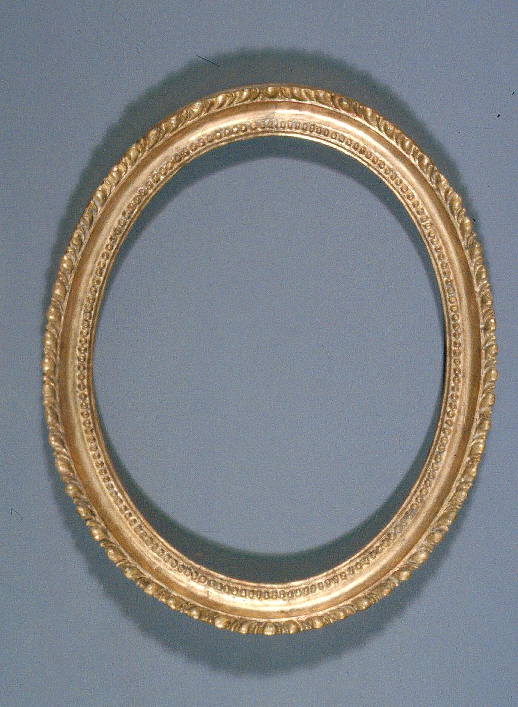 Oval_gilded_frame-02-AT