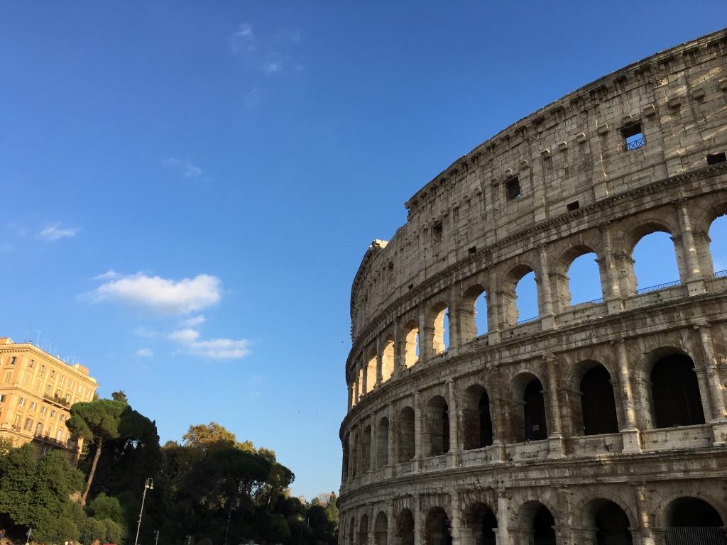 Photo_Rome_Colosseum.jpg