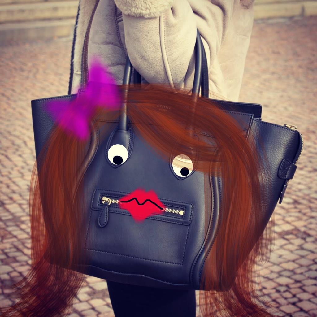Selena_BrunetteWithBow.jpg