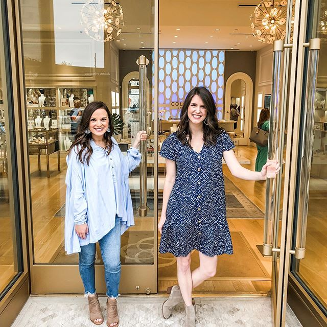 Come hang at @kendrascott at @shopsatclearfork with us! TONIGHT! 6-8! 💙