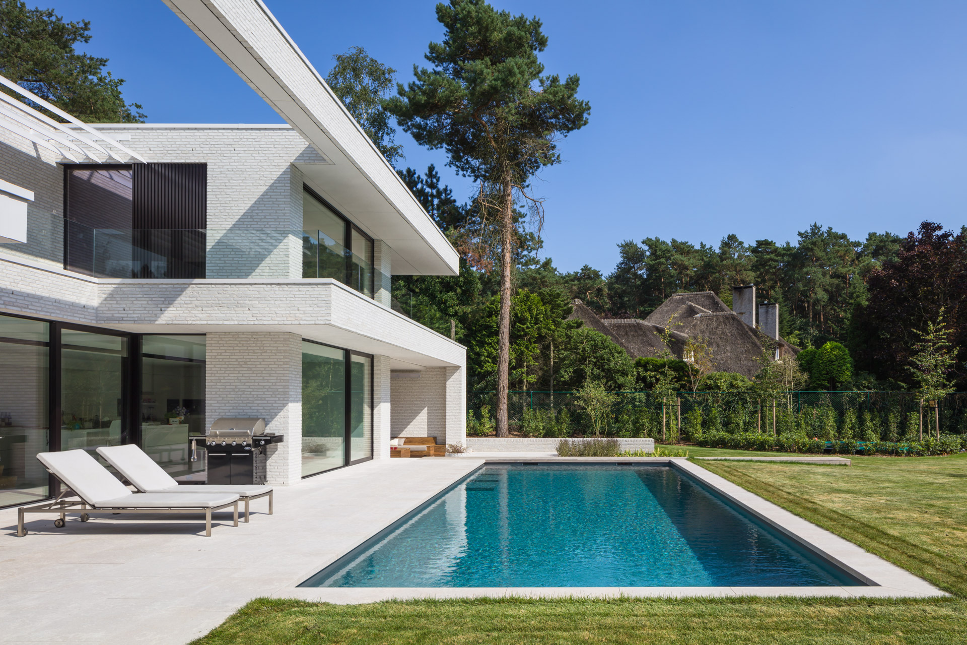 Beerse | Moderne villa met overloop zwembad