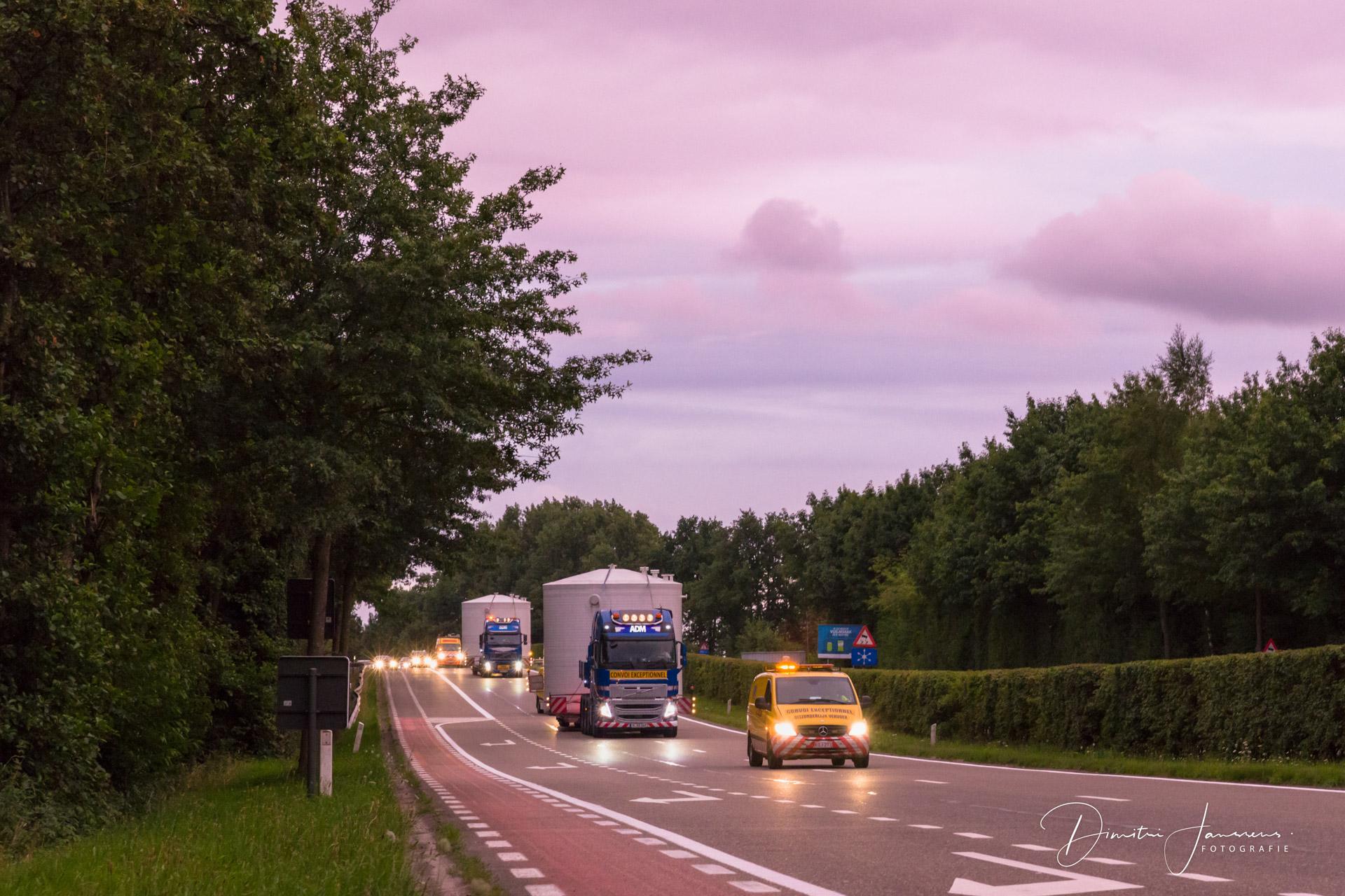 Reportage beeld van zwaar transport naar Umicore
