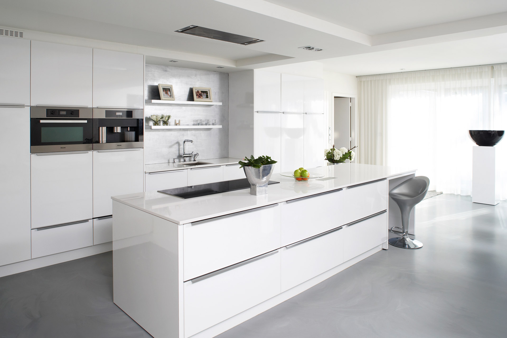 Gilze | Interieur van glanzend witte keuken