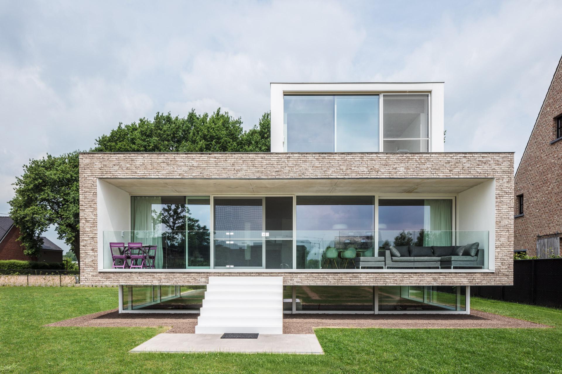 Rijkevorsel | exterieur van moderne woning die schijnbaar zweeft