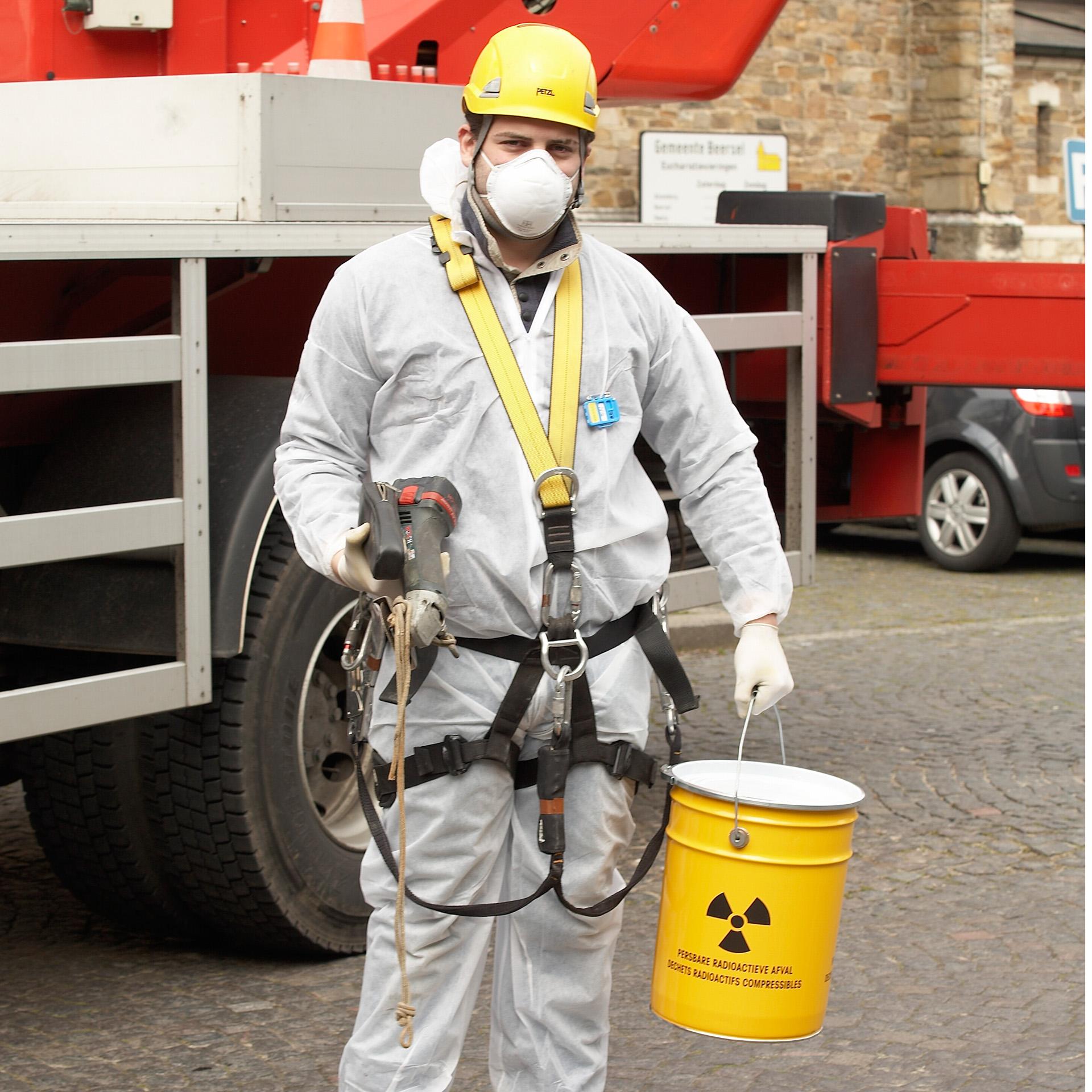 Uitrusting werknemer mbt radioactief materiaal voor het FANC