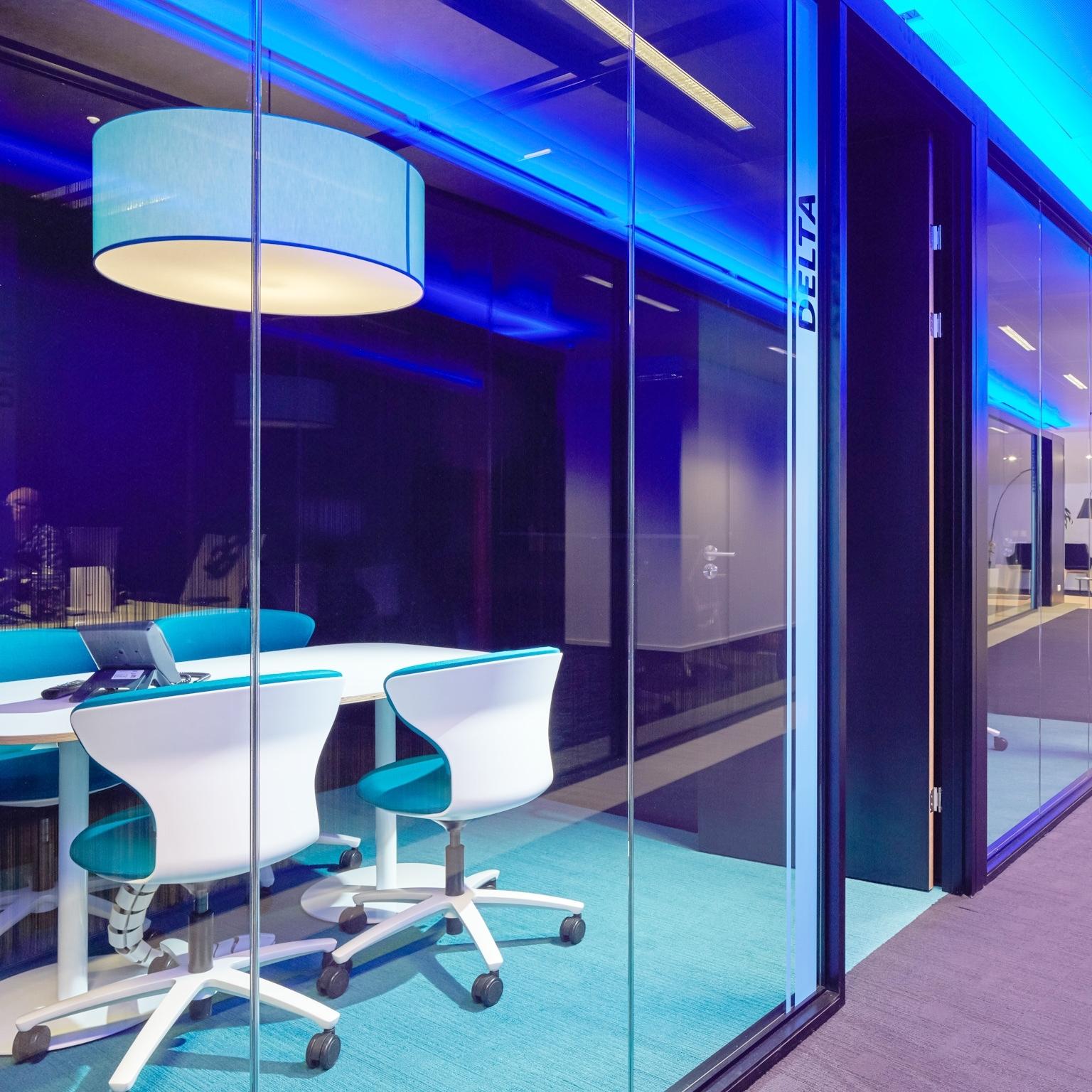 Hasselt | Interieur van gang met vergaderzaal