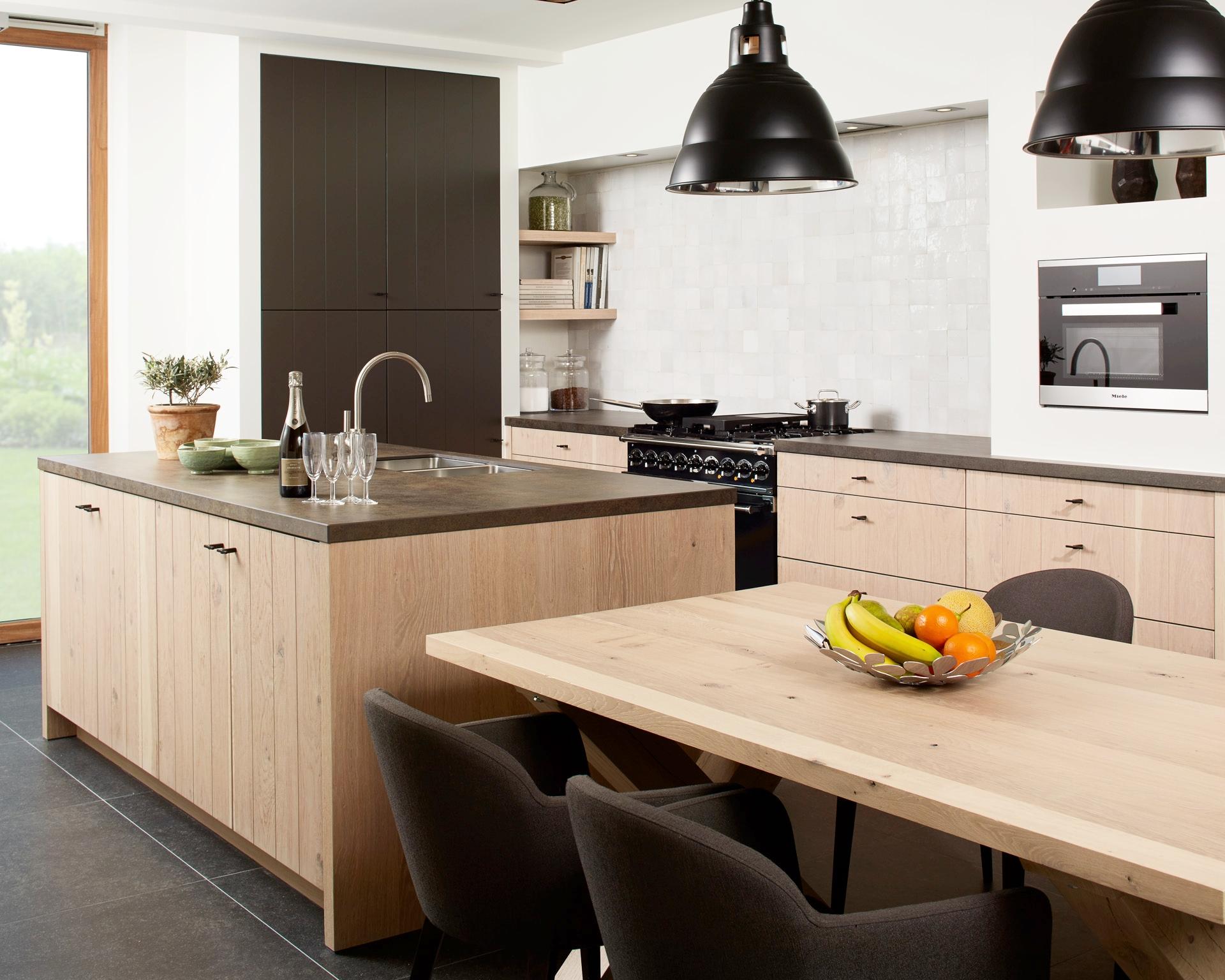 Weelde | Showroom keuken met beperkte decoratie