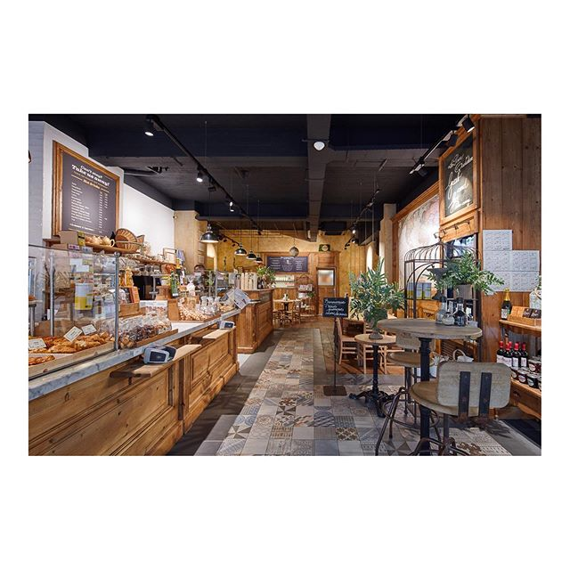 Een prachtige en gezellige locatie deze @lepainquotidienbe ontworpen door @antiques&design. ‍ #dimitrijanssens #dimitrijanssensfotografie #lepainquotidienbe #antiques&design #architectuur #architectuurfotografie #interieur #interieurfotografie #interieurontwerp #design #hout #architect #binnenkijken #interieurinspiratie #interieurtips #architecture #architecturalphotography #interior #interiordesign #wood #interioroftheday #interiortips #interiorinspiration #photography #inspiration #architects #architecturelovers #archilovers