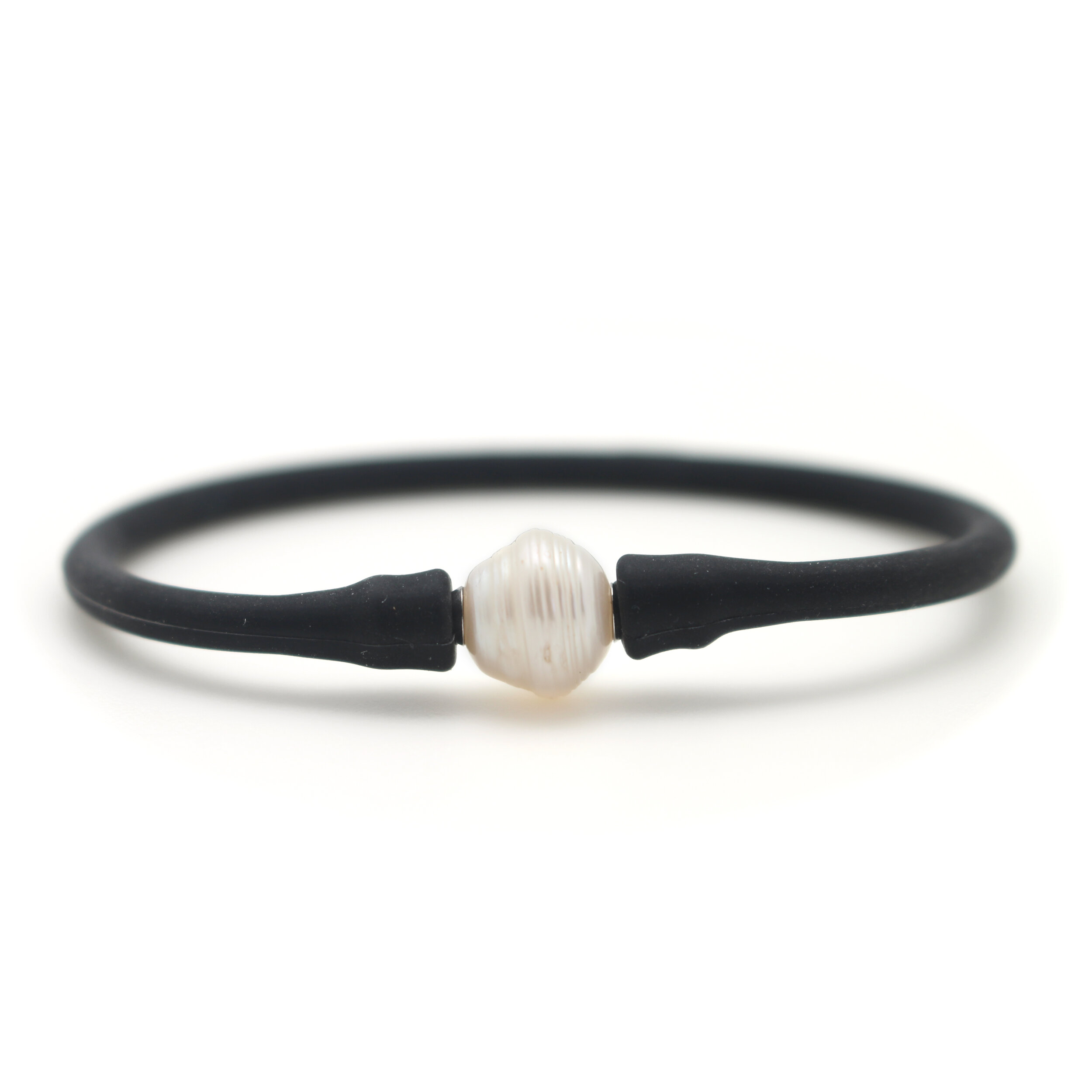 FREE Pearl Bracelet - The first 50 attendees will receive a free pearl bracelet each day of the show. Be one of the first in line to claim your prize!